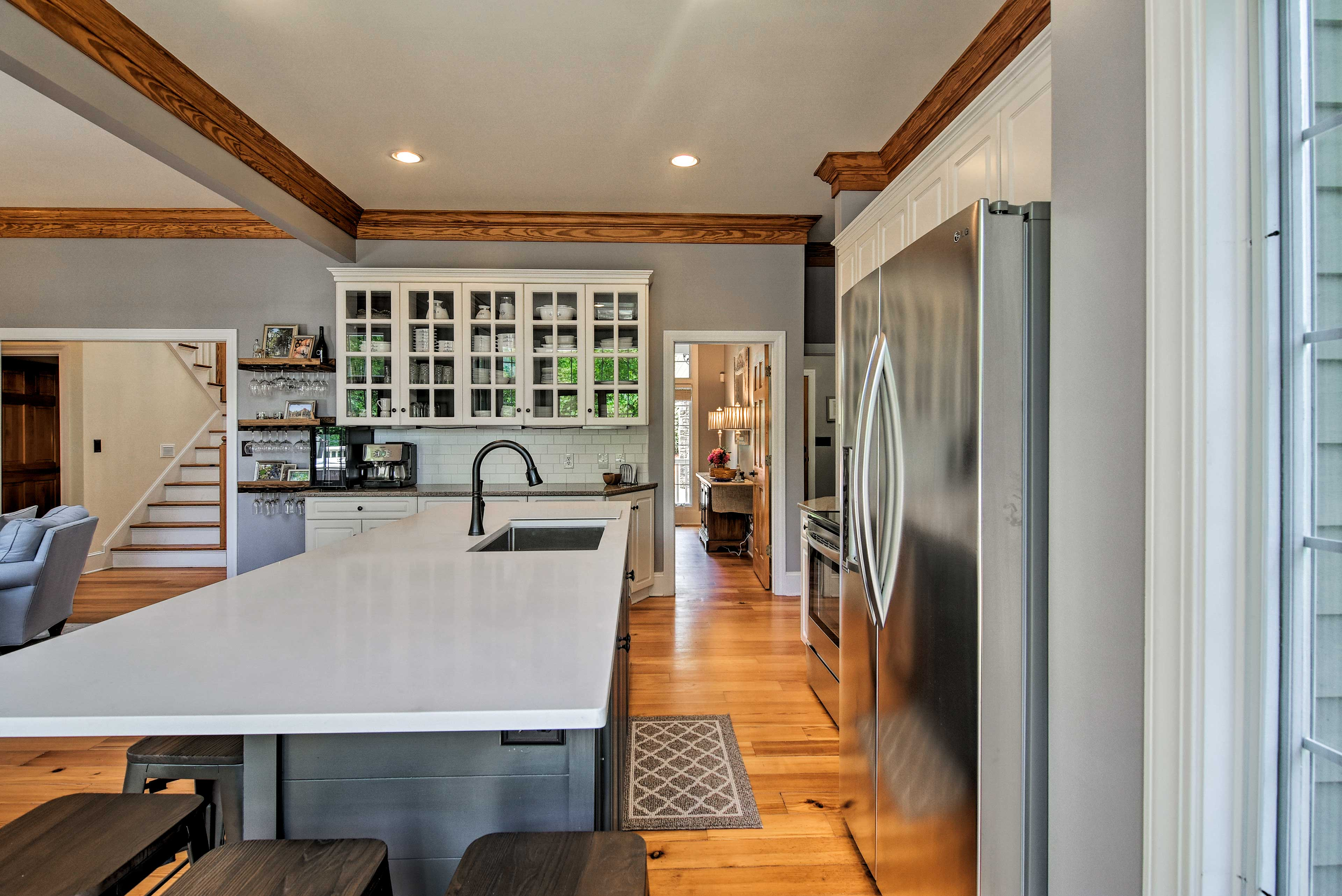 Kitchen   Ample Countertop Seating