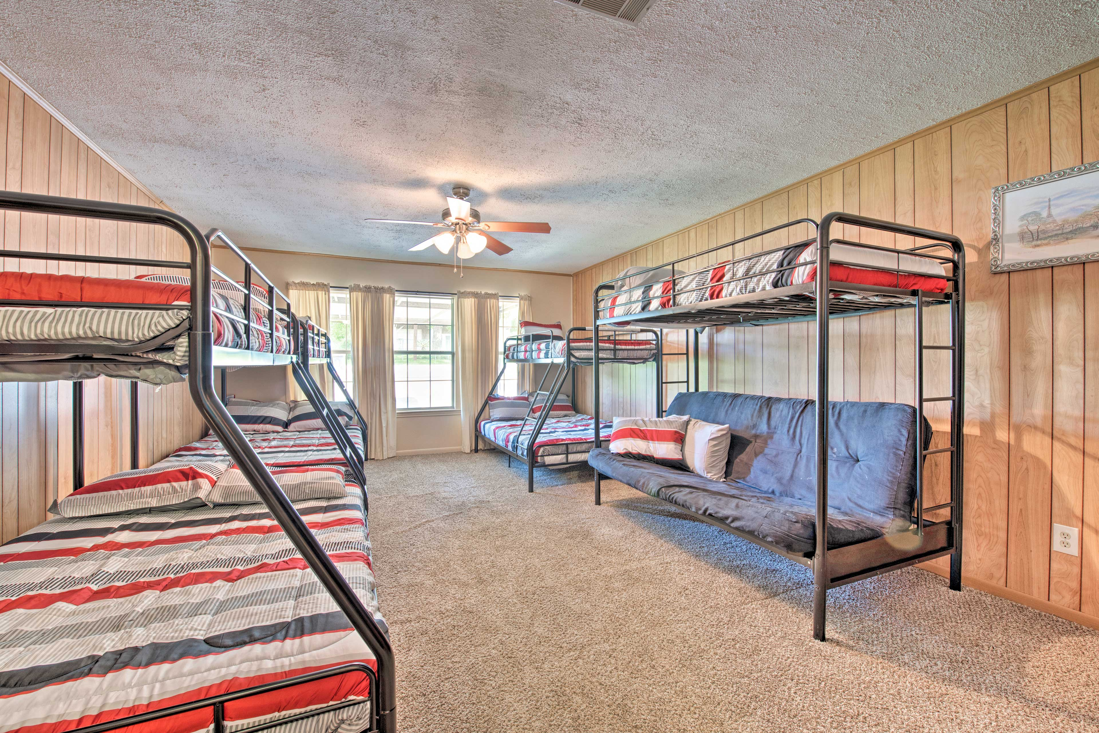 The bunk room features 4 twin/full bunk beds.