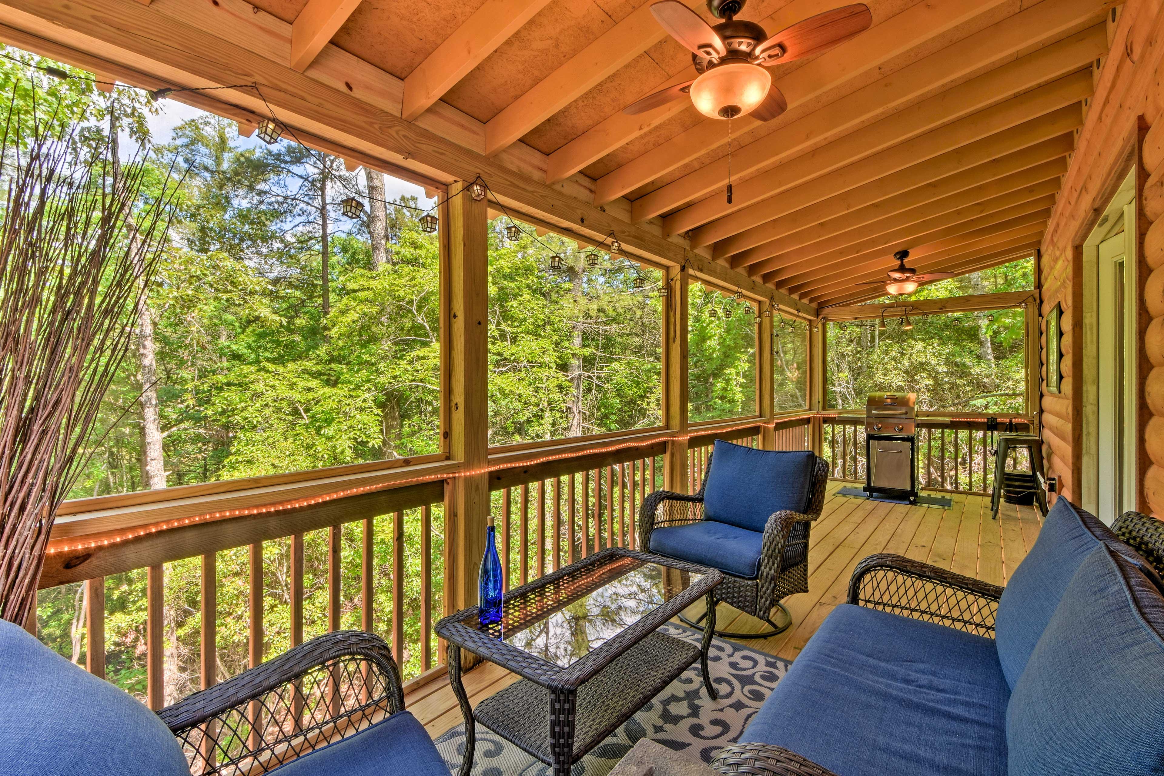 Book this custom Murphy cabin for a romantic Smoky Mountain retreat!