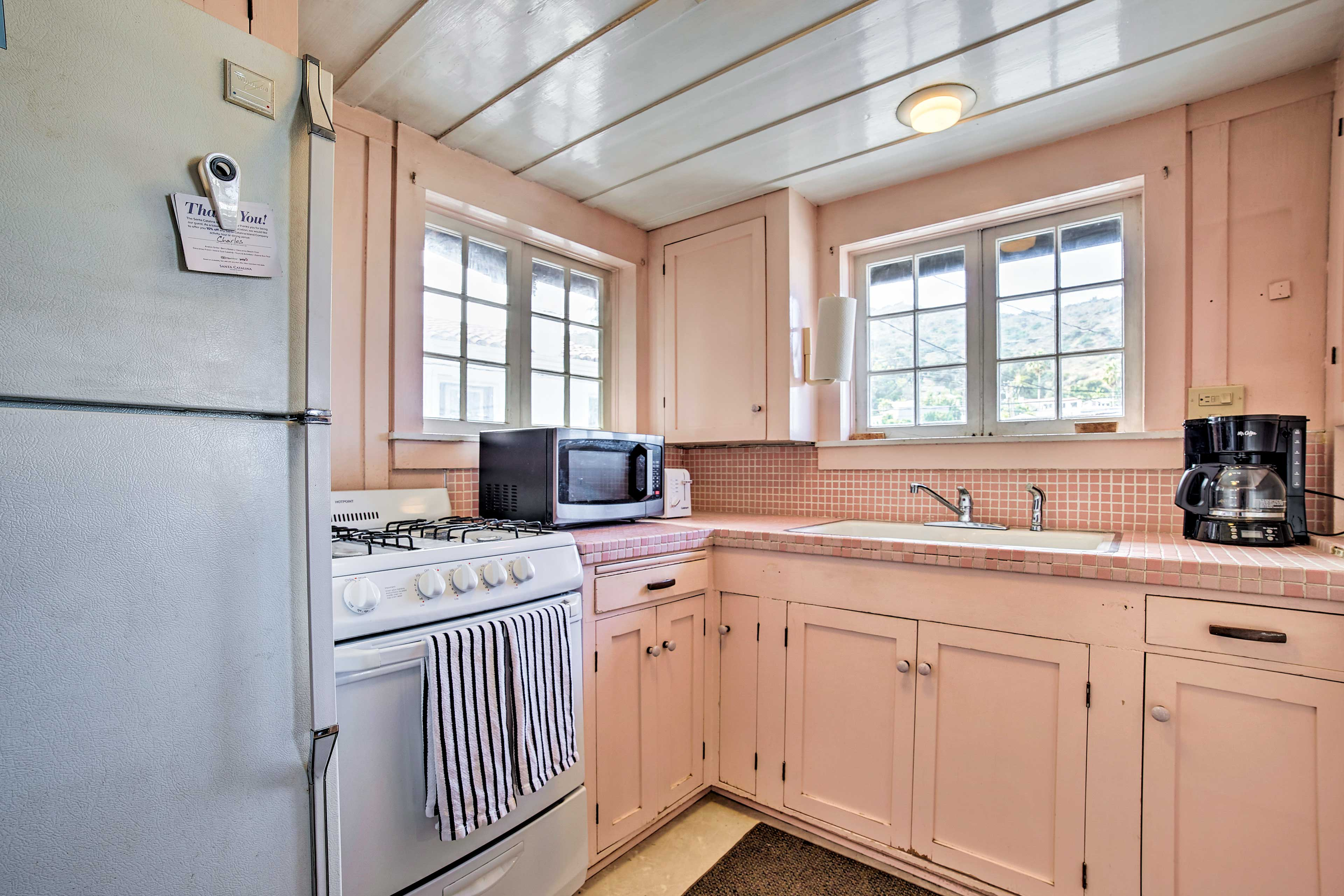 The well equipped kitchen allows you to make meals at home.