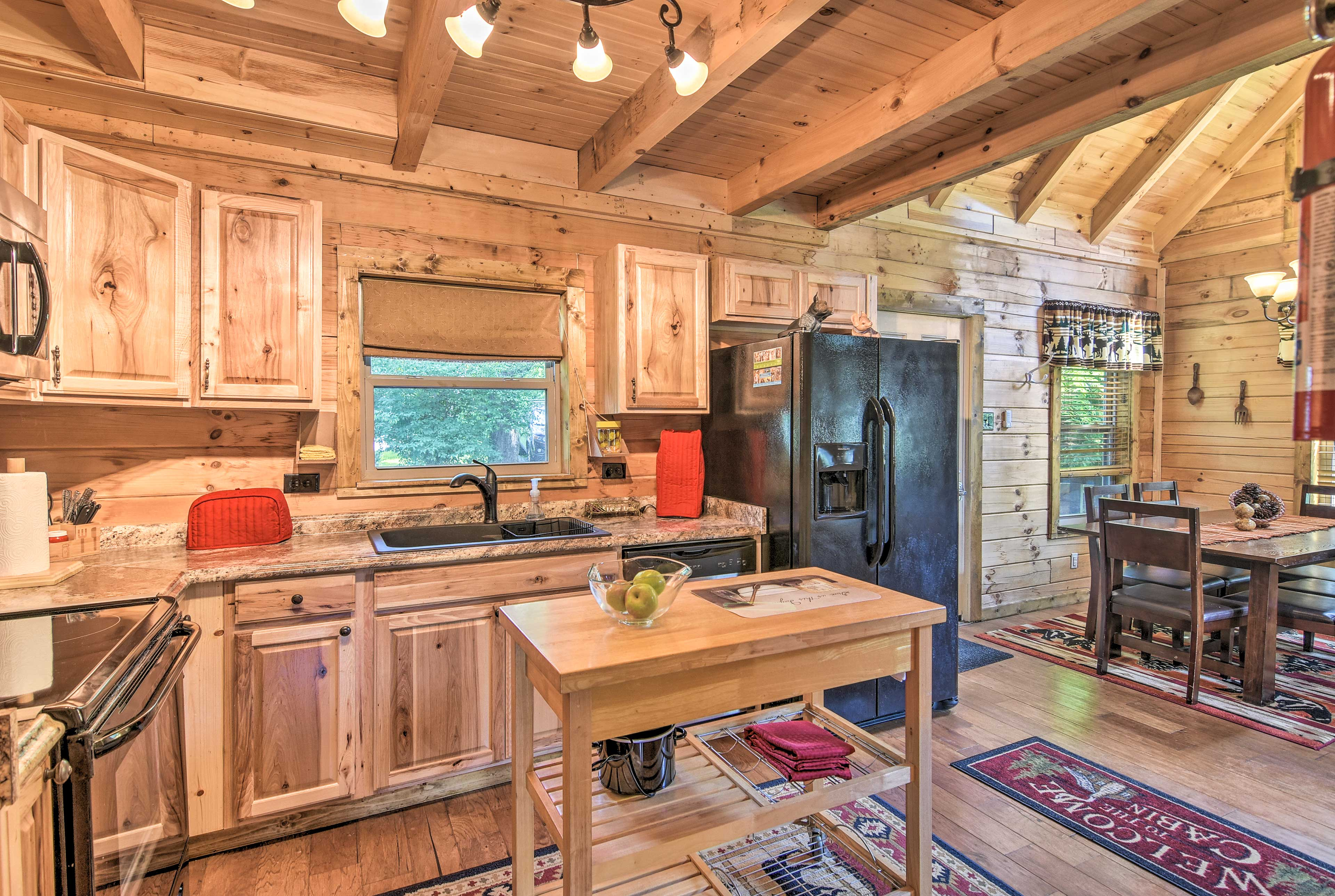 This fully equipped kitchen has everything you'll need!