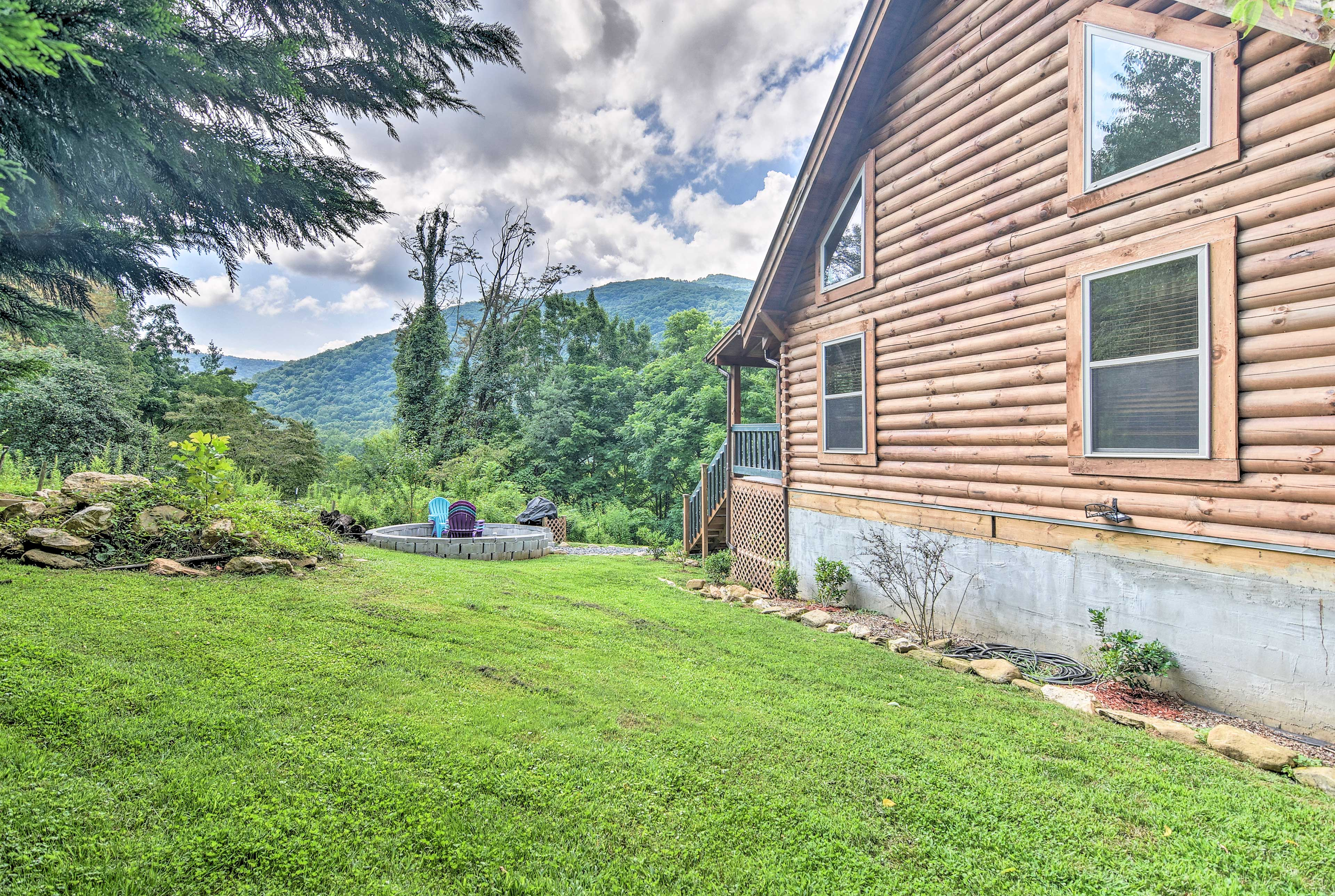 This Maggie Valley home is near breweries, restaurants, hiking trails, and more!