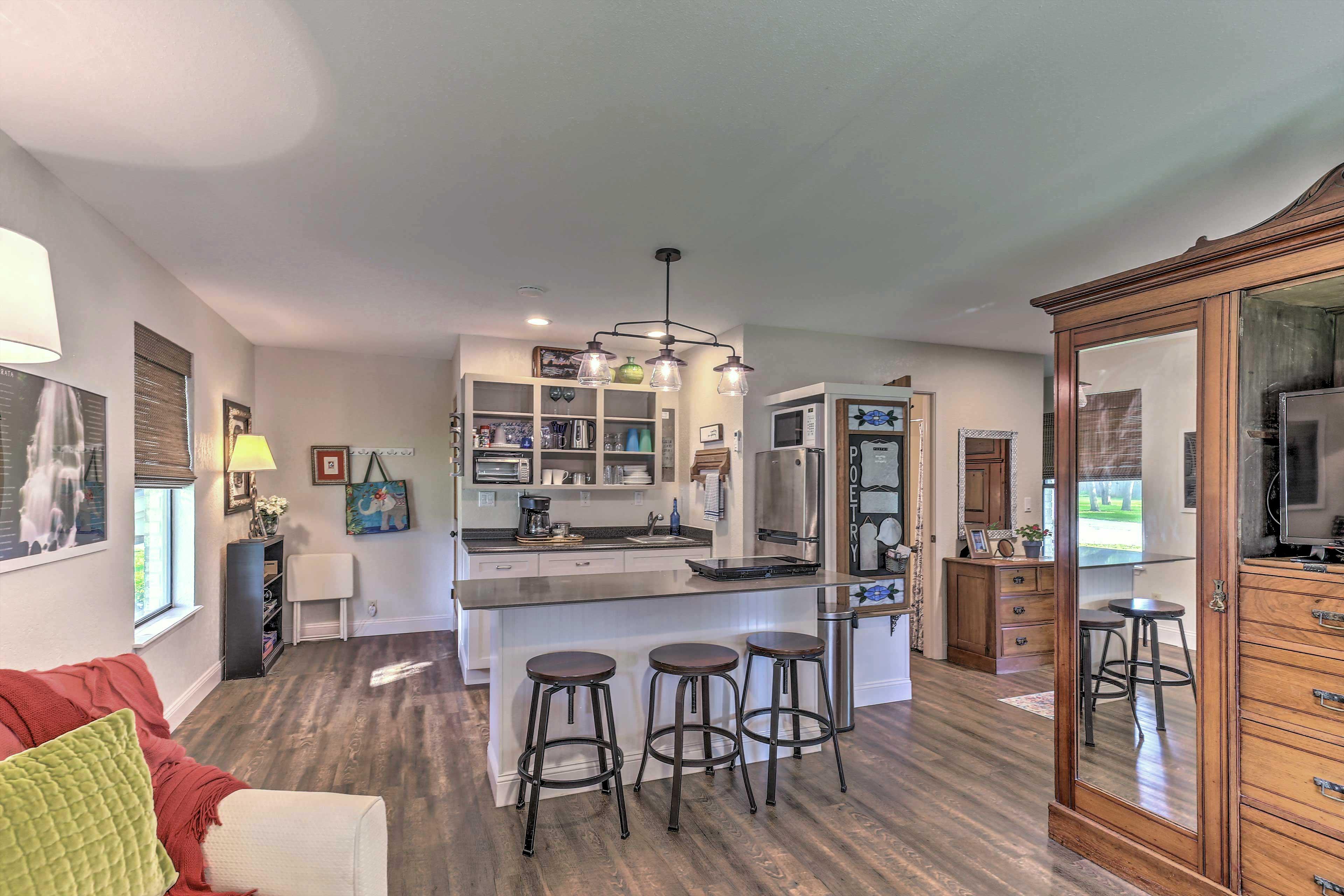 Living Area | Smart TV