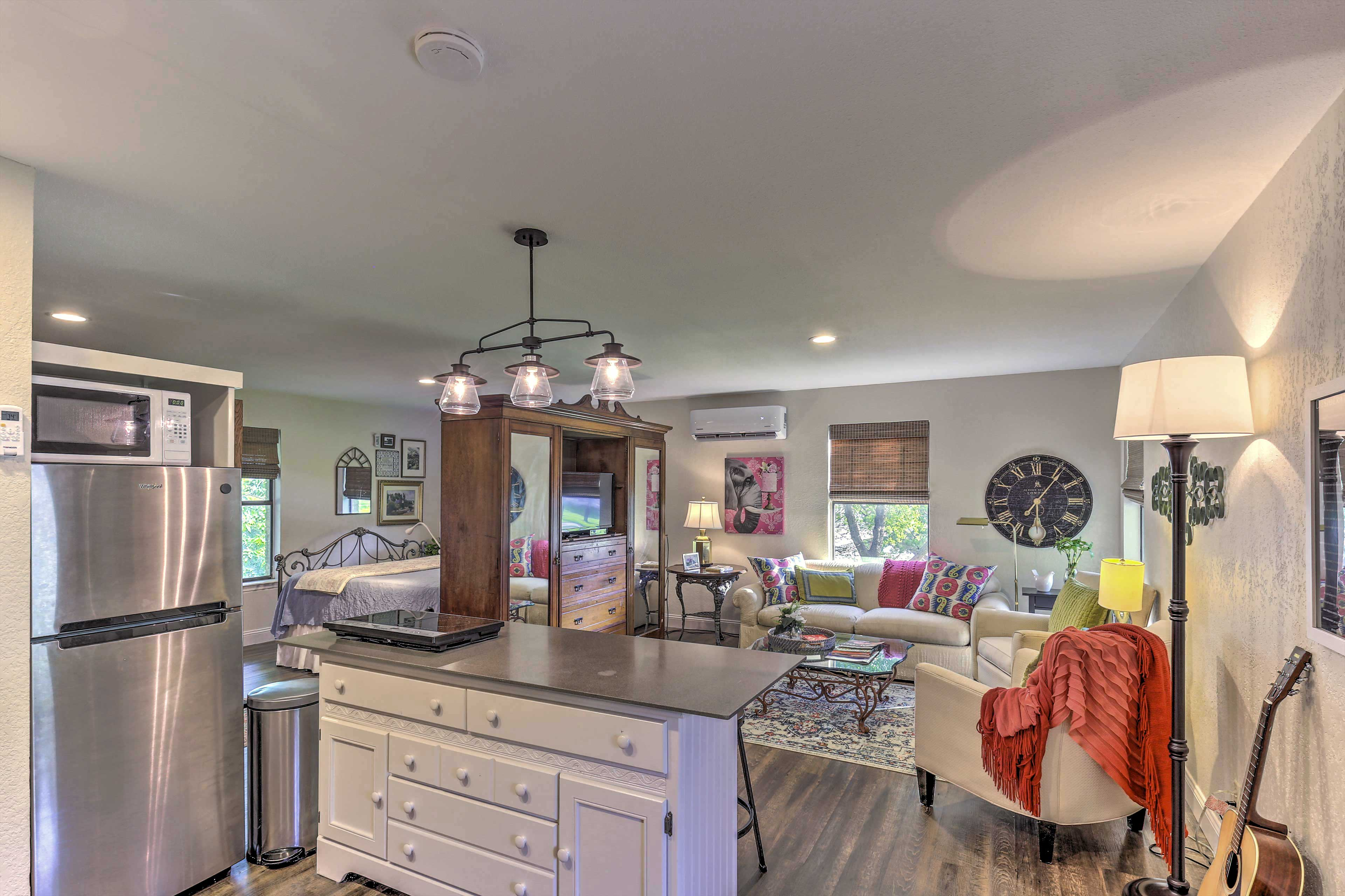 Kitchen | Well-Equipped w/ Cooking Basics
