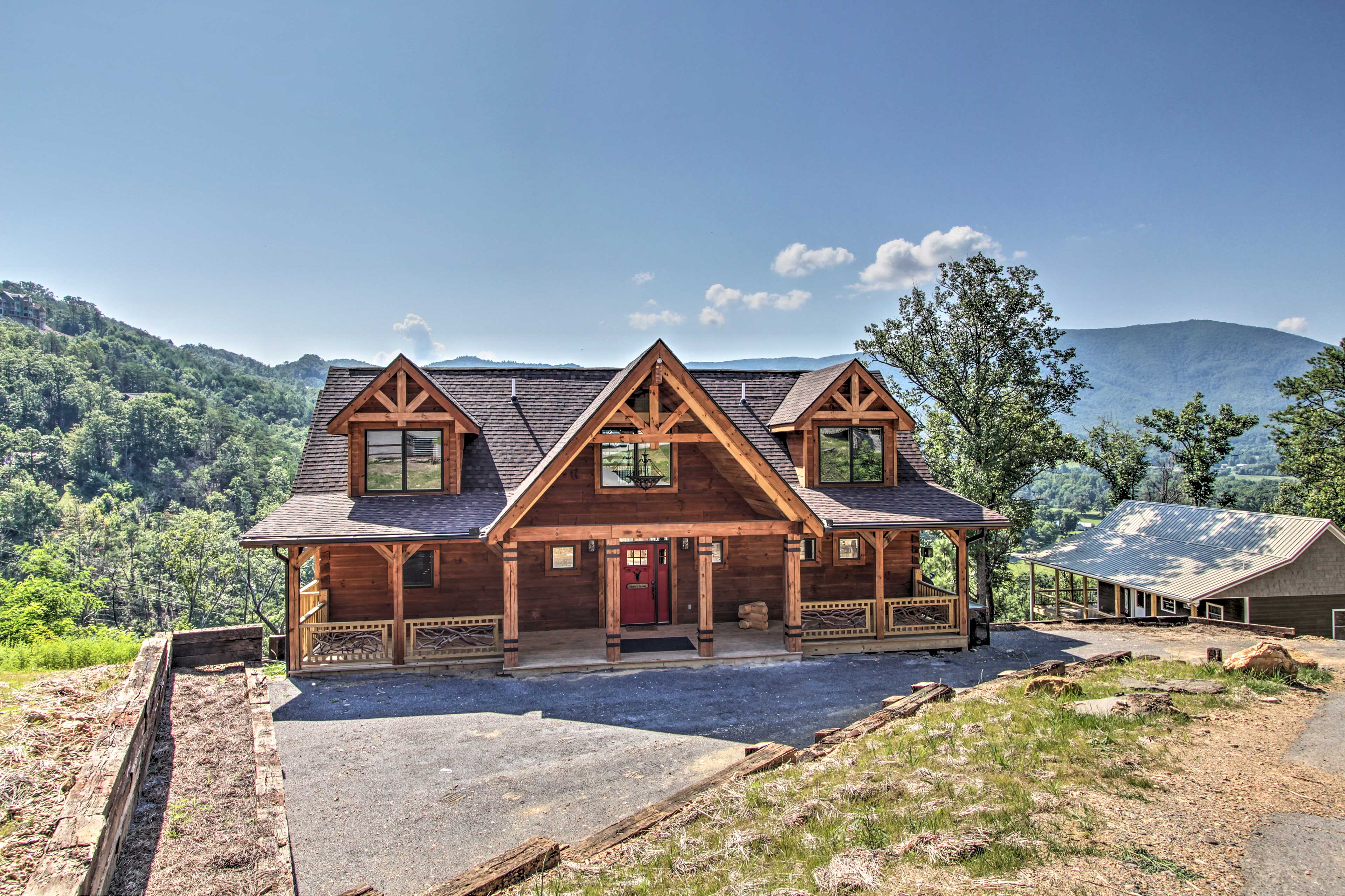 Pigeon Forge Vacation Rental   5BR   3.5BA   4,500 Sq Ft   Private Entrance
