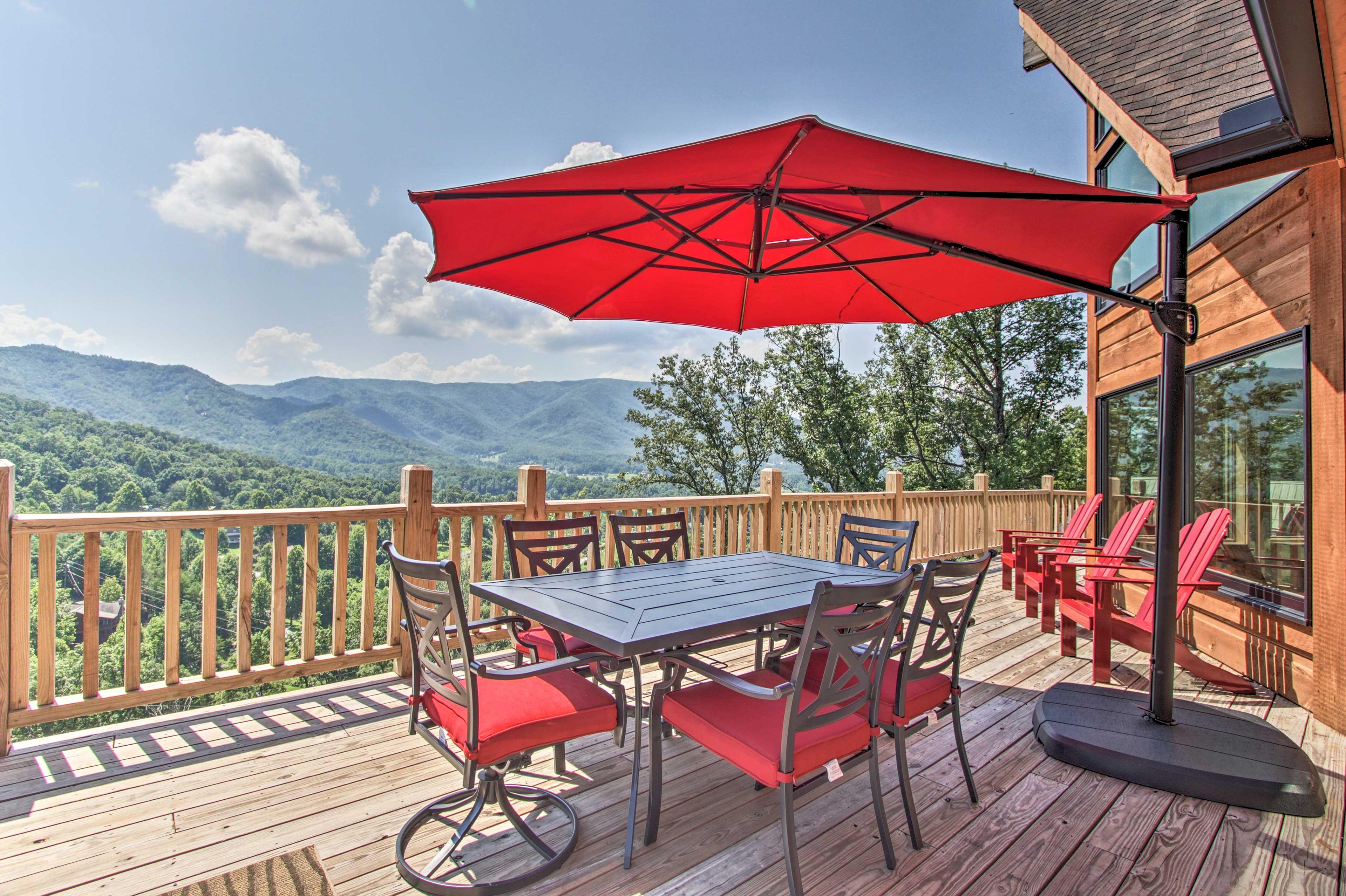 Private Deck   Sun Umbrella   Mountain Views