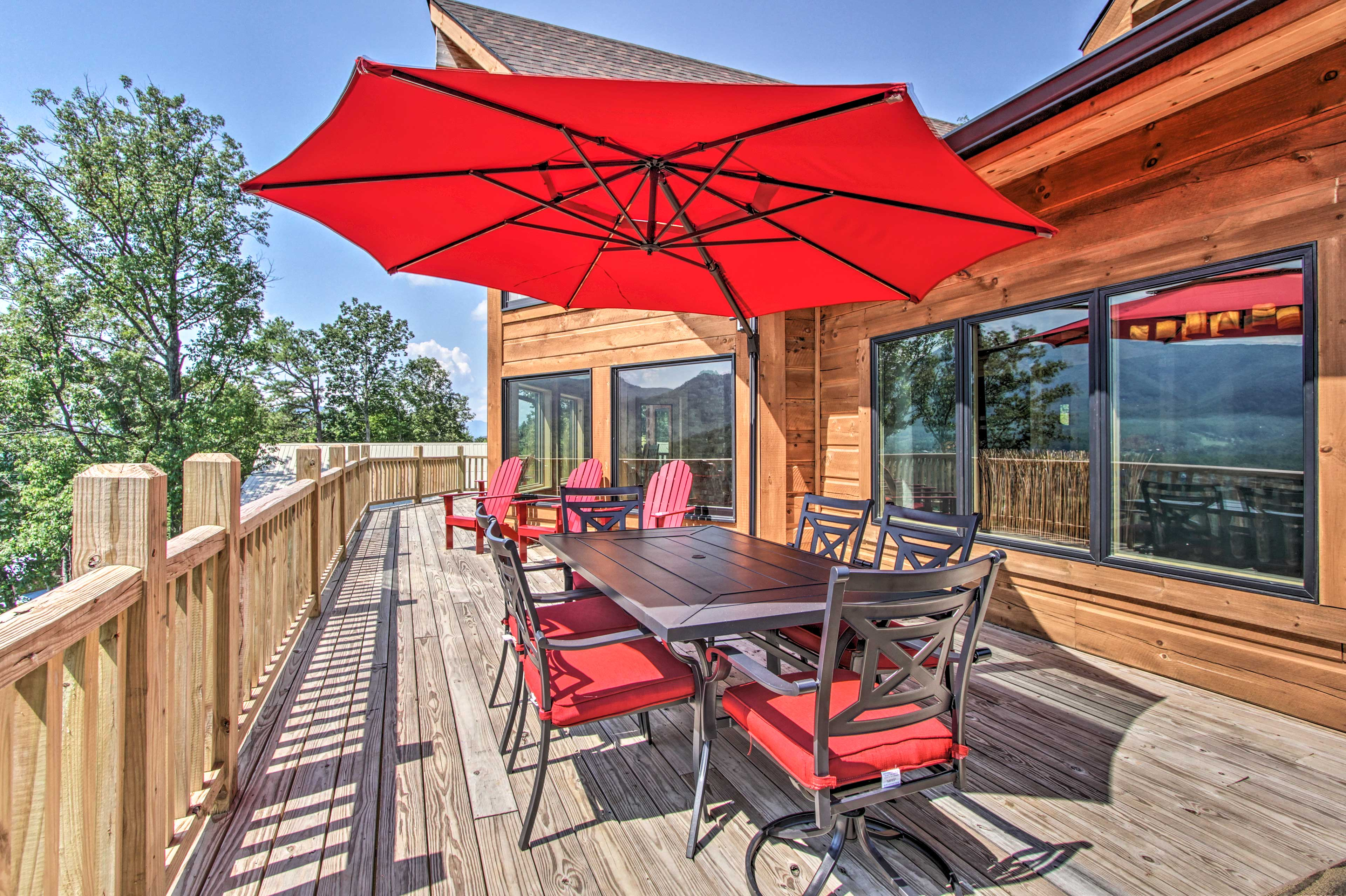 Private Deck   Outdoor Dining Table   Adirondack Chairs
