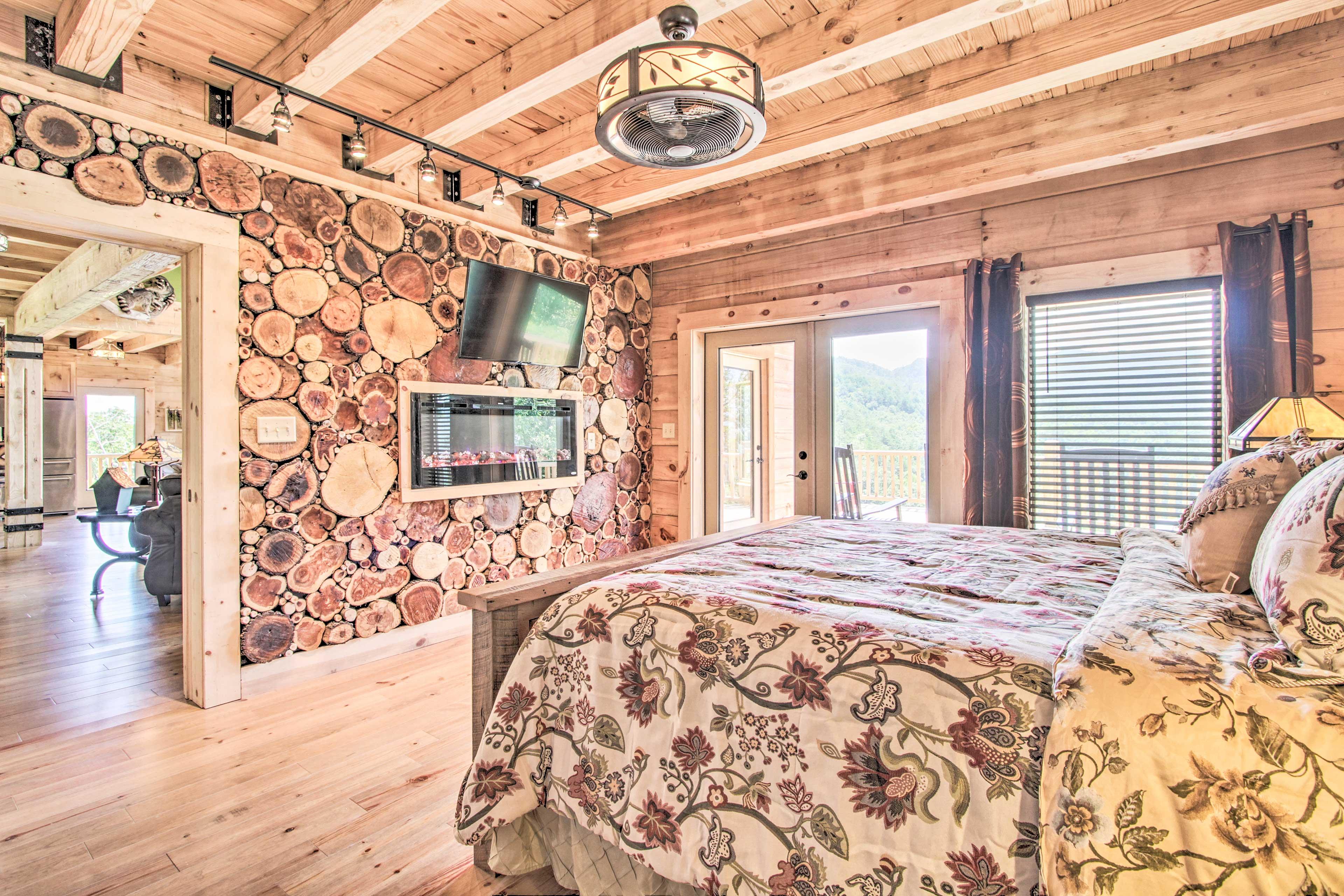 Bedroom 1   Gas Fireplace   Smart TV   Deck Access