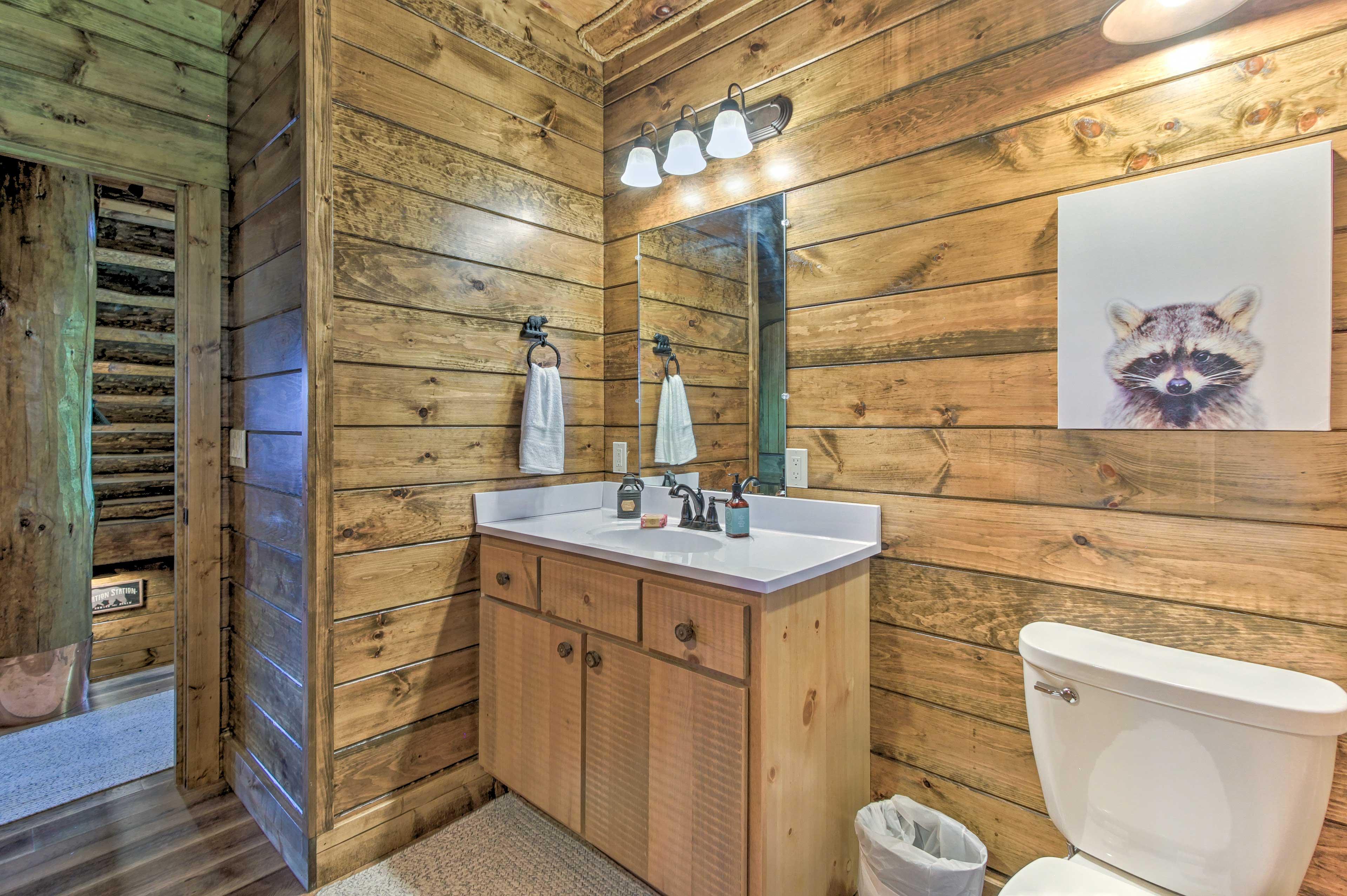 Wash up in this en-suite bath.