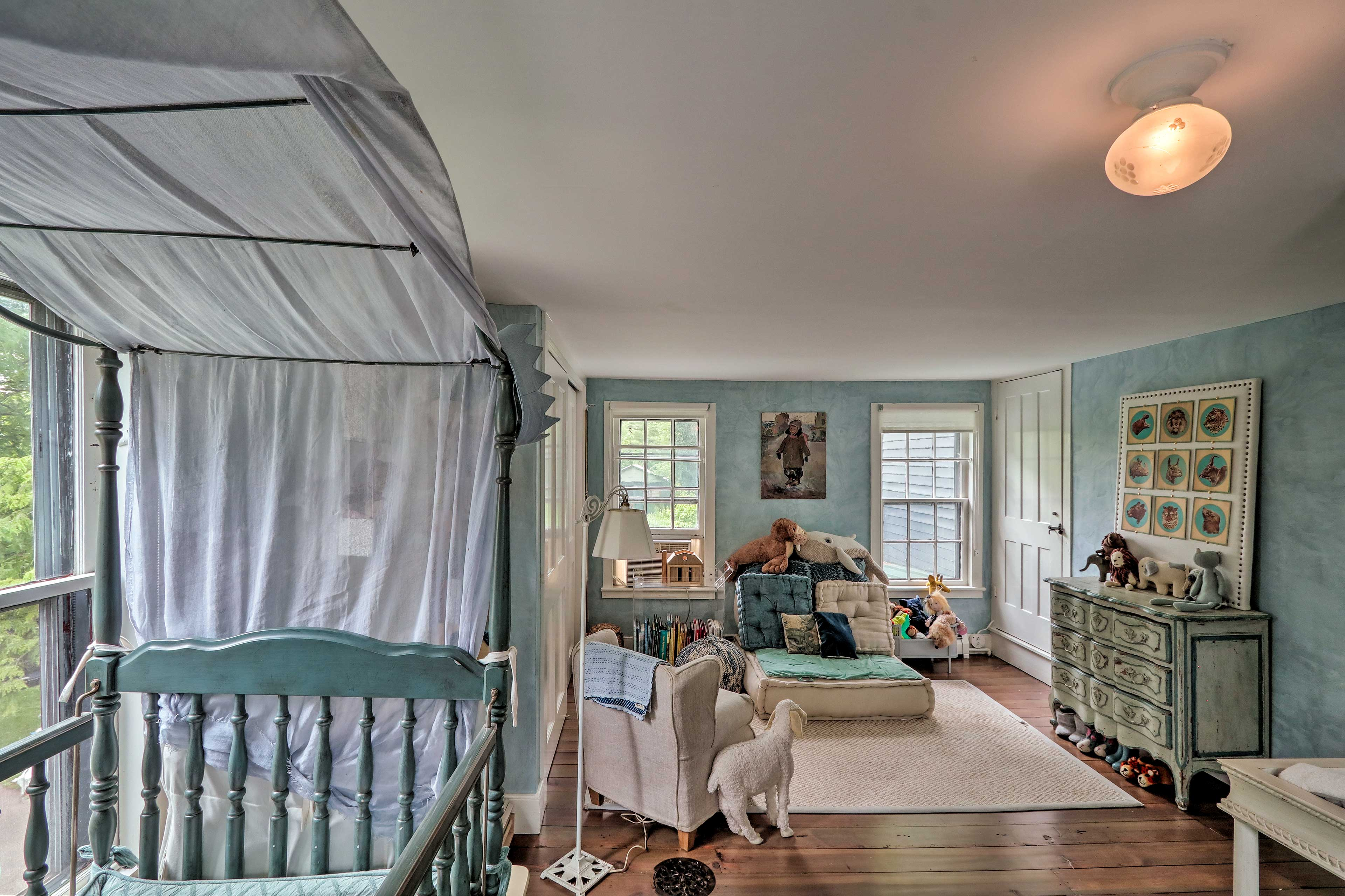 This room can double as a nursery.