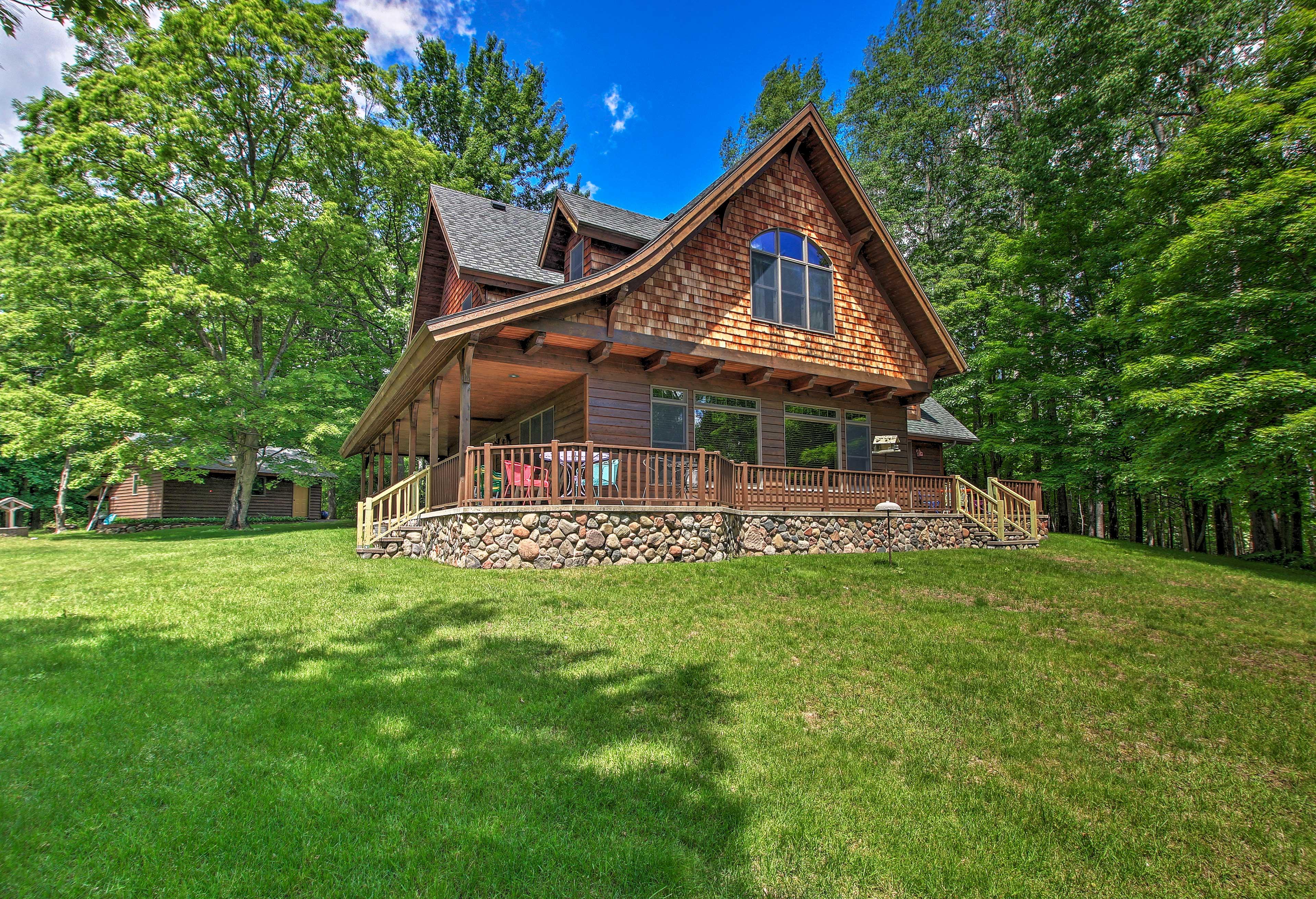 Enjoy lakefront fun at this gorgeous Superior cabin!