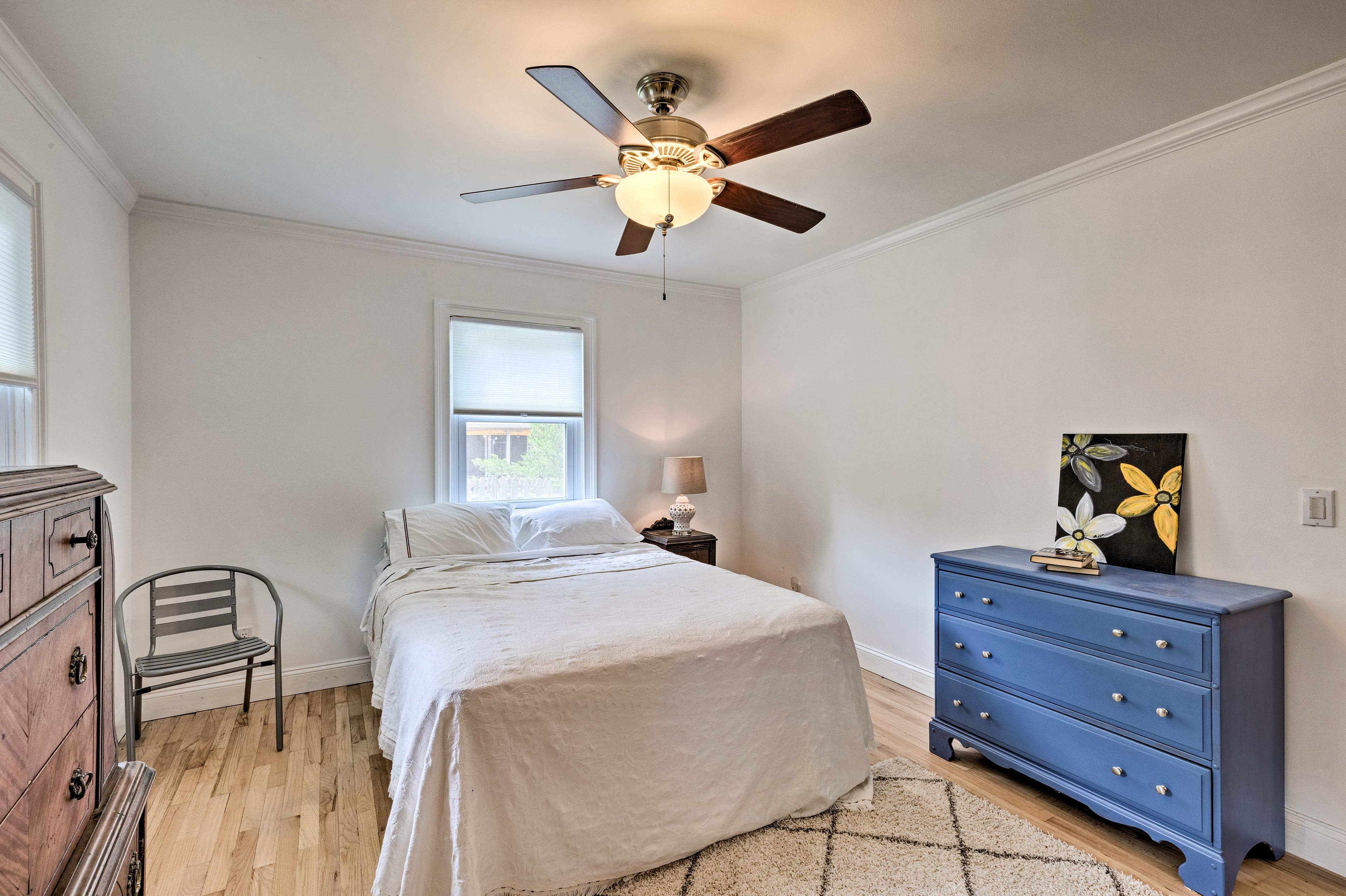 Ceiling fans and air conditioning keep you cool in the warm summer.
