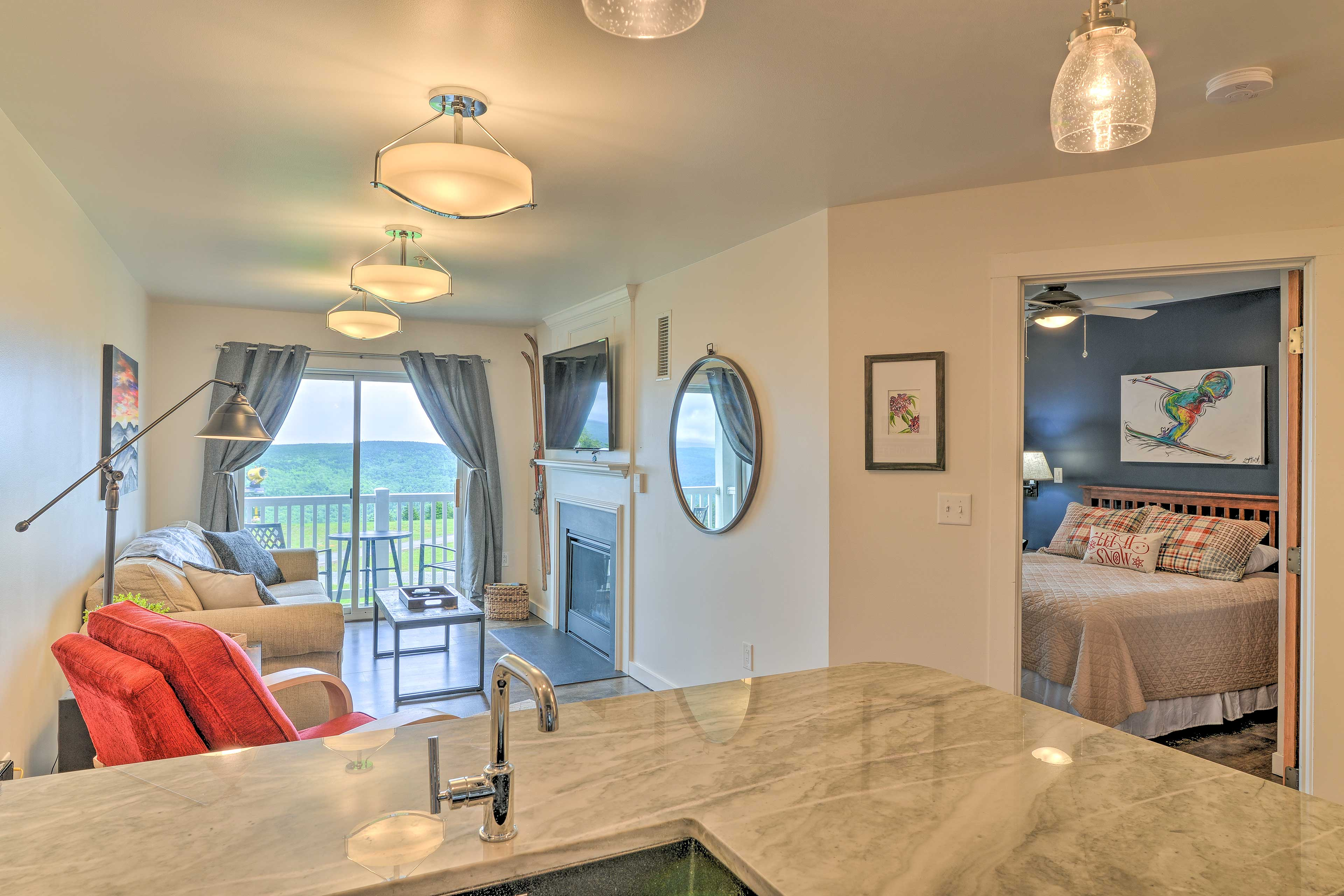 This cozy 1-bed, 1-bath condo is perfect for a group of 6.
