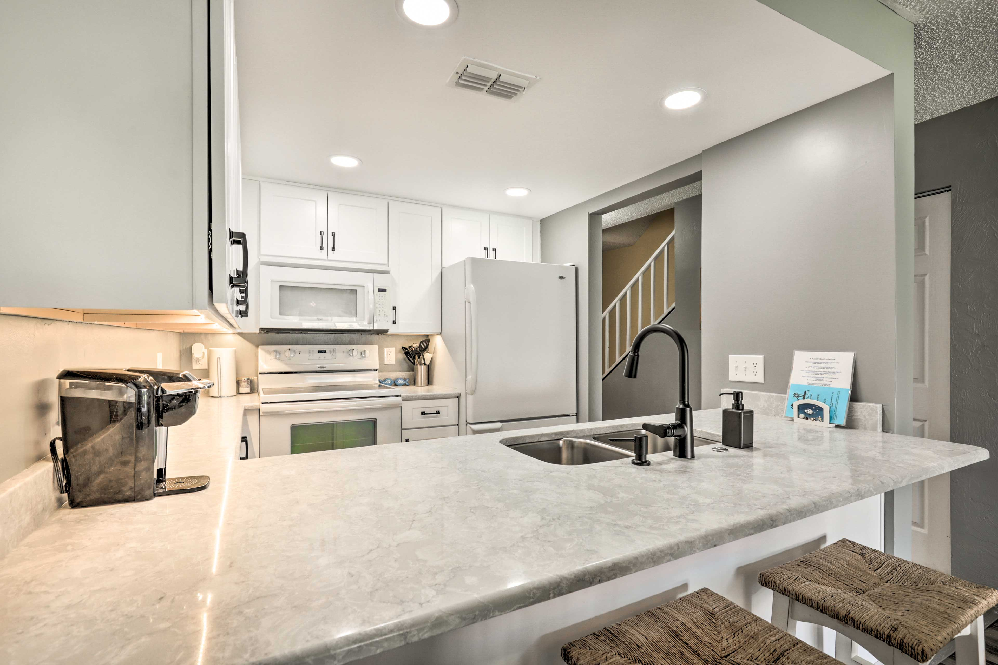Prefer to eat-in? There's a fully equipped kitchen here for you to do just that.