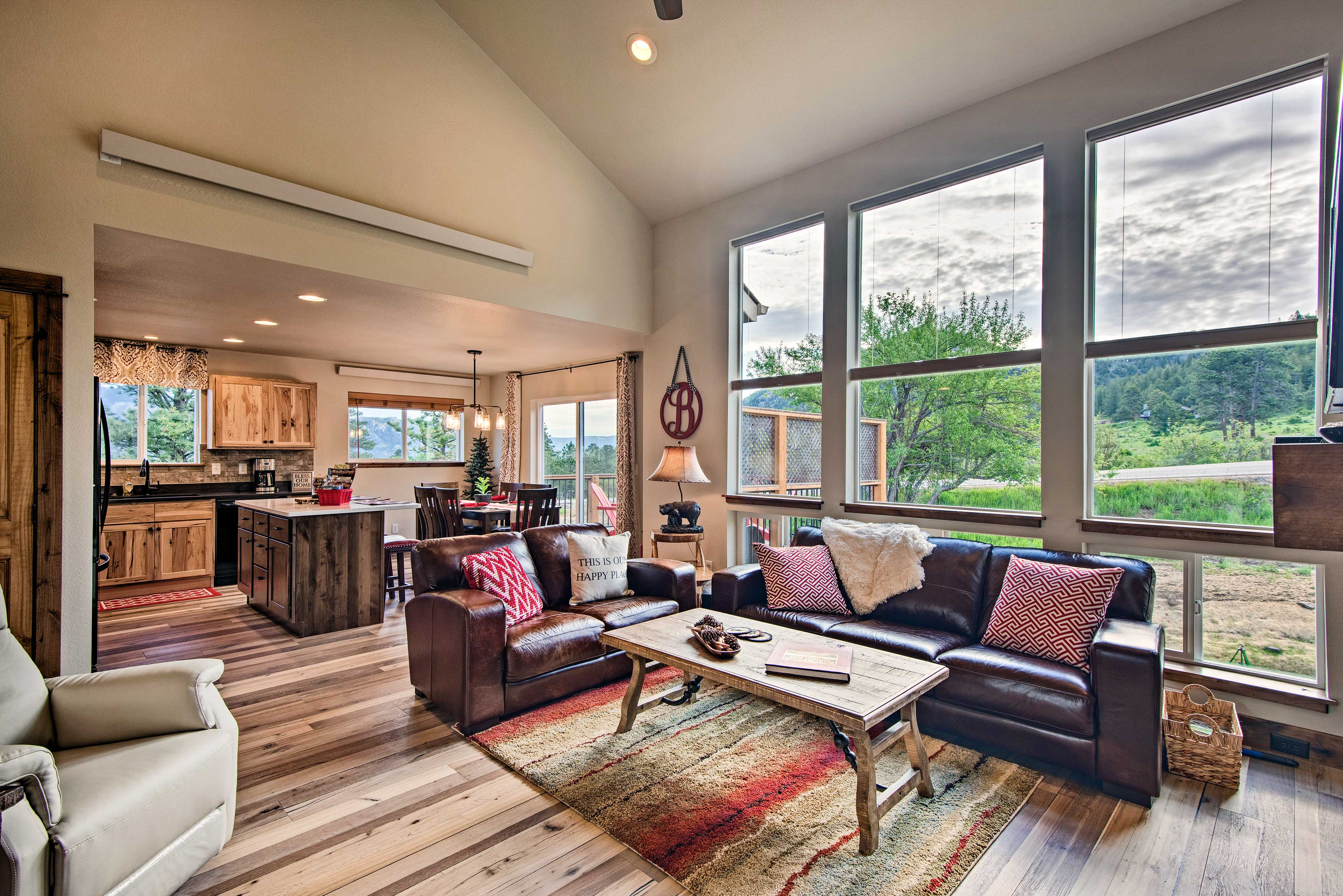 Elevate your next Estes Park escape with this 1,600-square-foot holiday home!