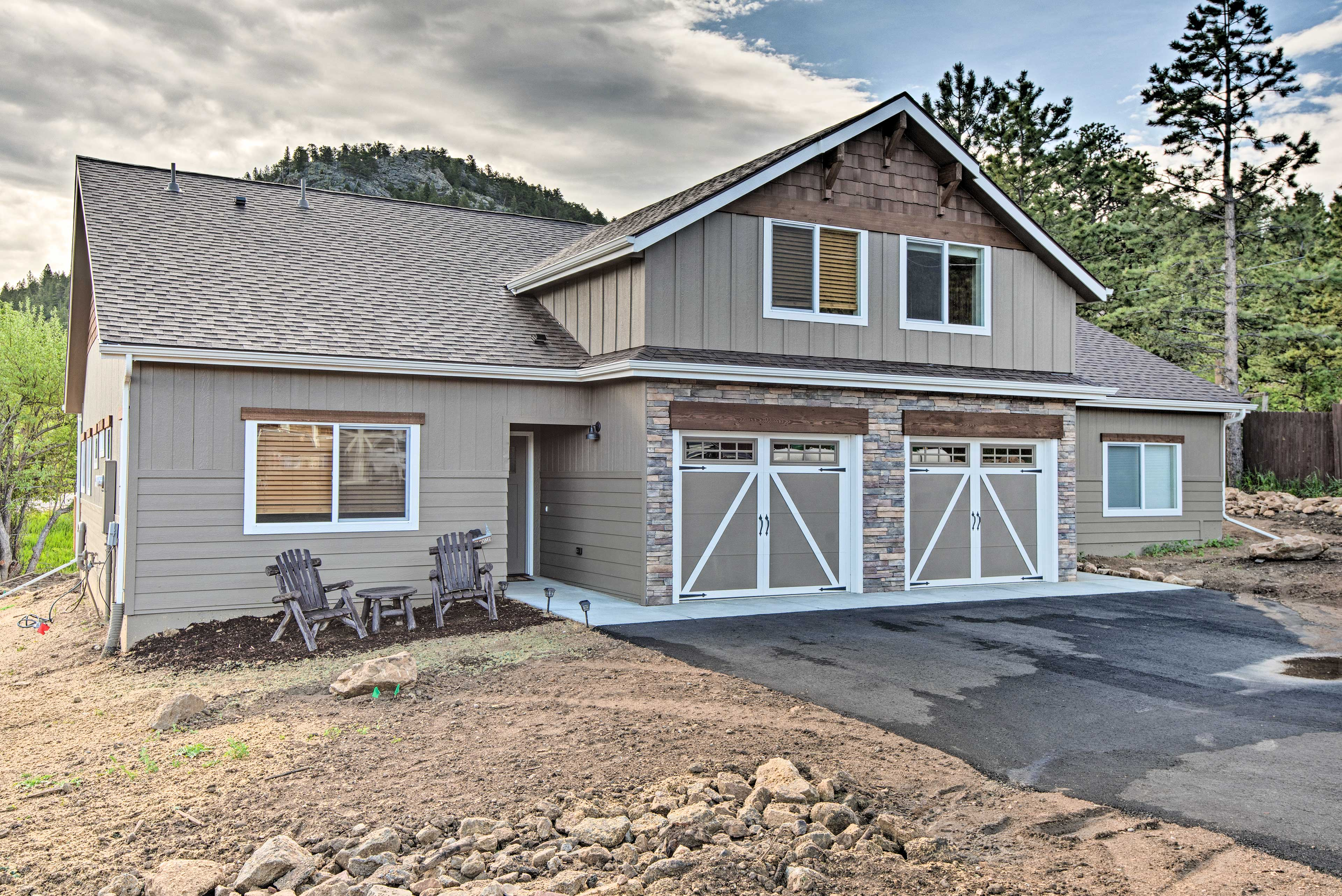 Fall in love with the Rockies from this Estes Park townhome!
