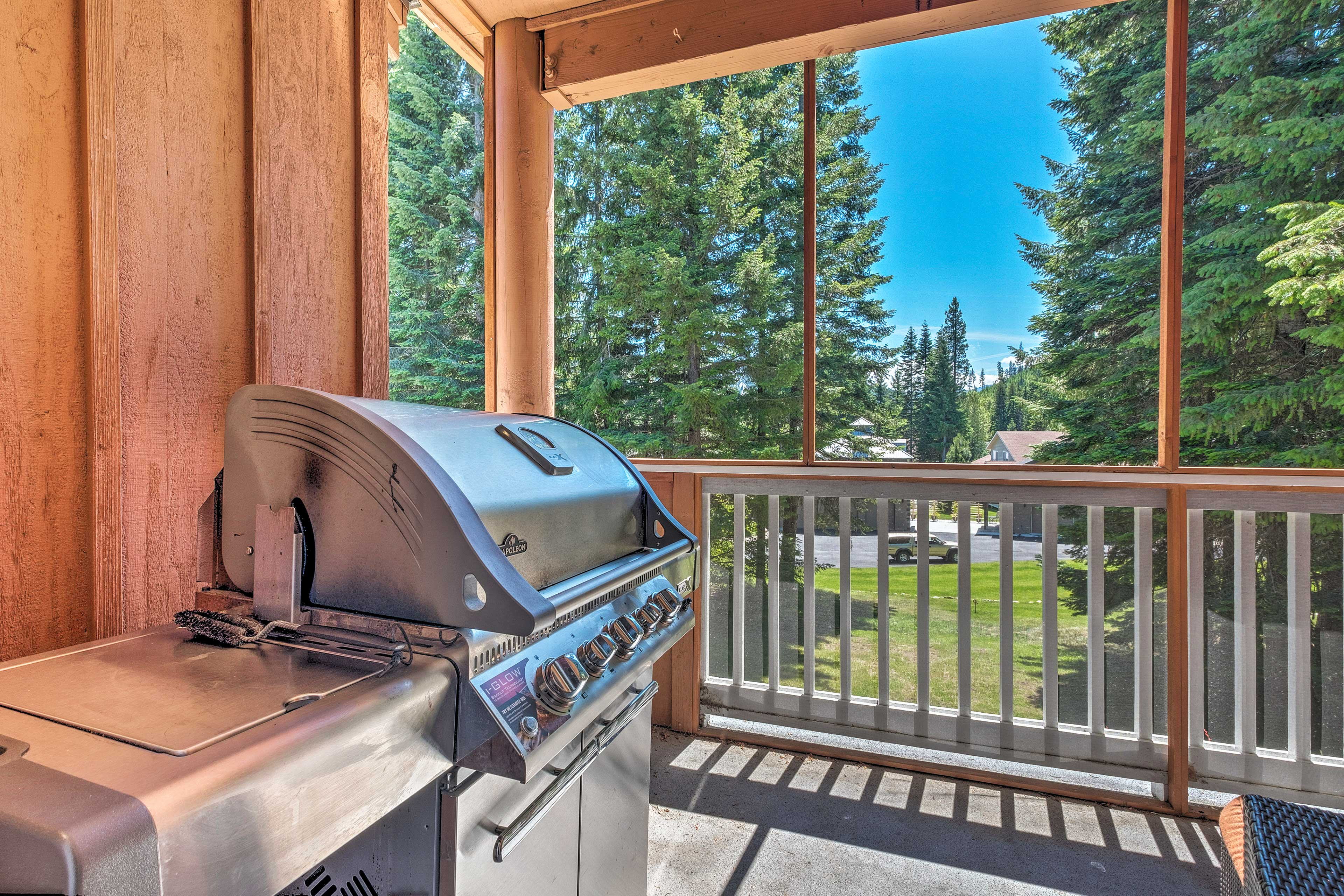 End your next lake outing with a cookout on the deck!