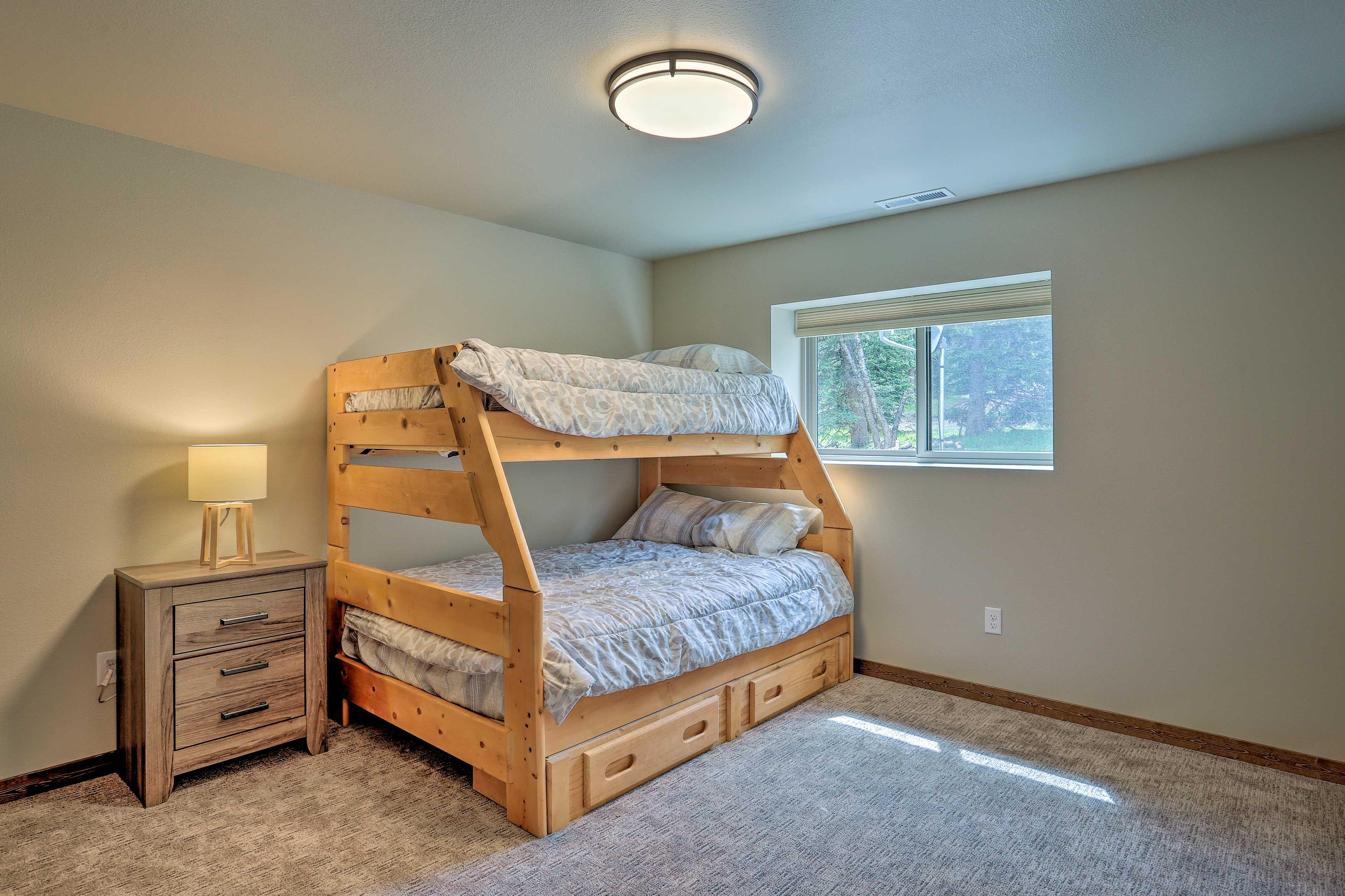 Bedroom 5   Twin/Full Bunk Bed