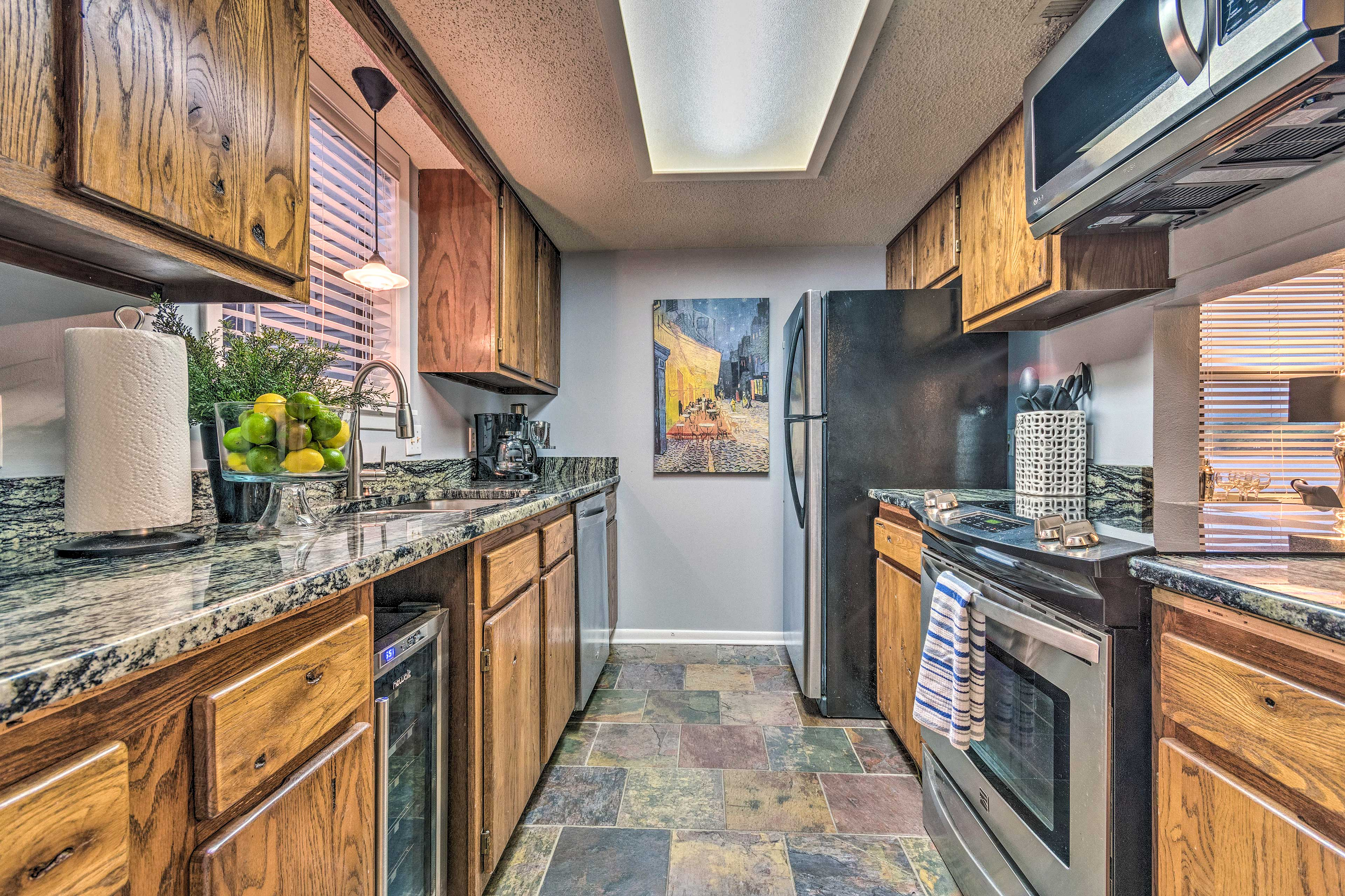 This 2-bed, 2-bath unit has been recently remodeled.