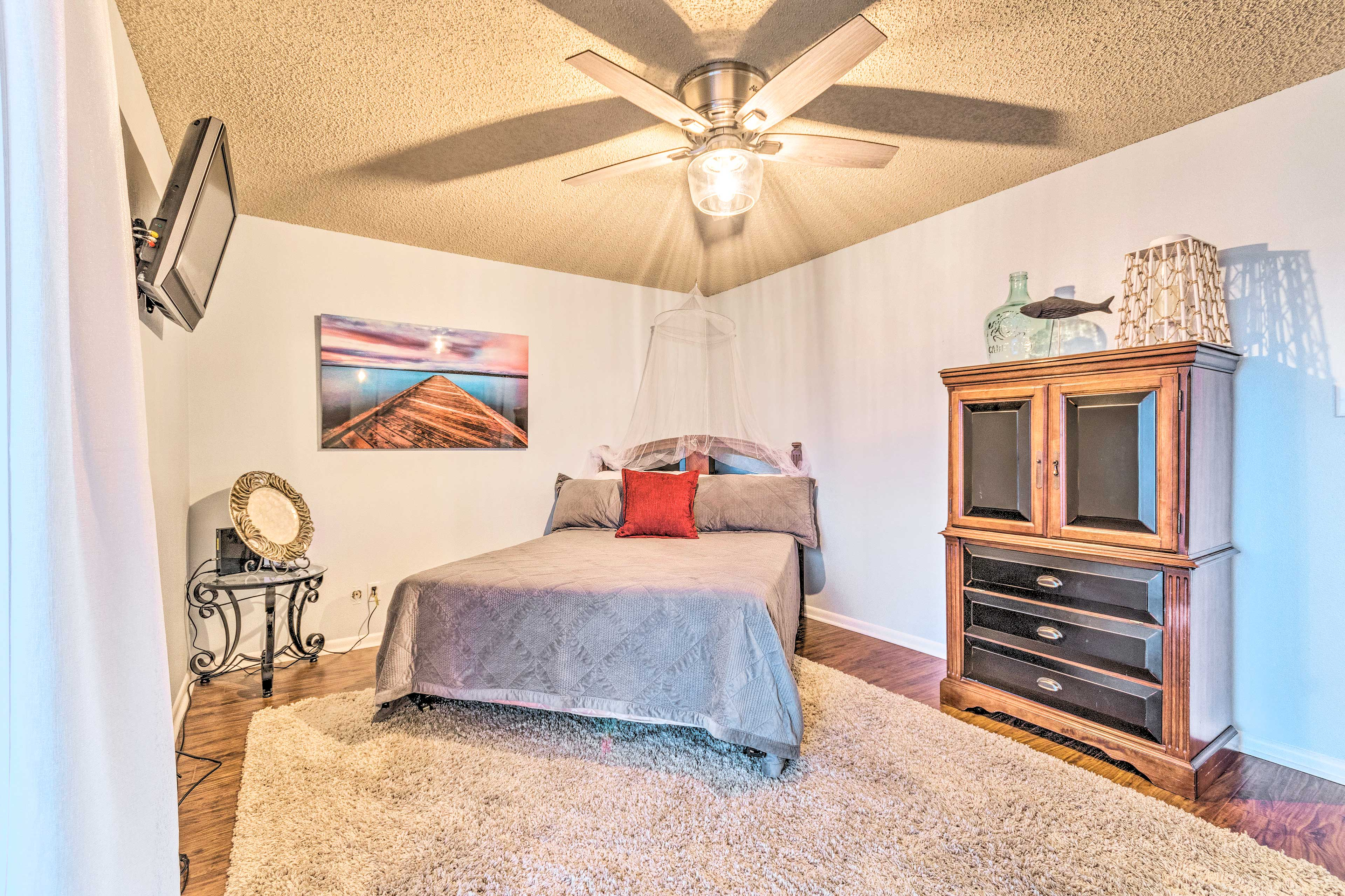 Rest up for tomorrow's lake outing in one of 2 bedrooms.