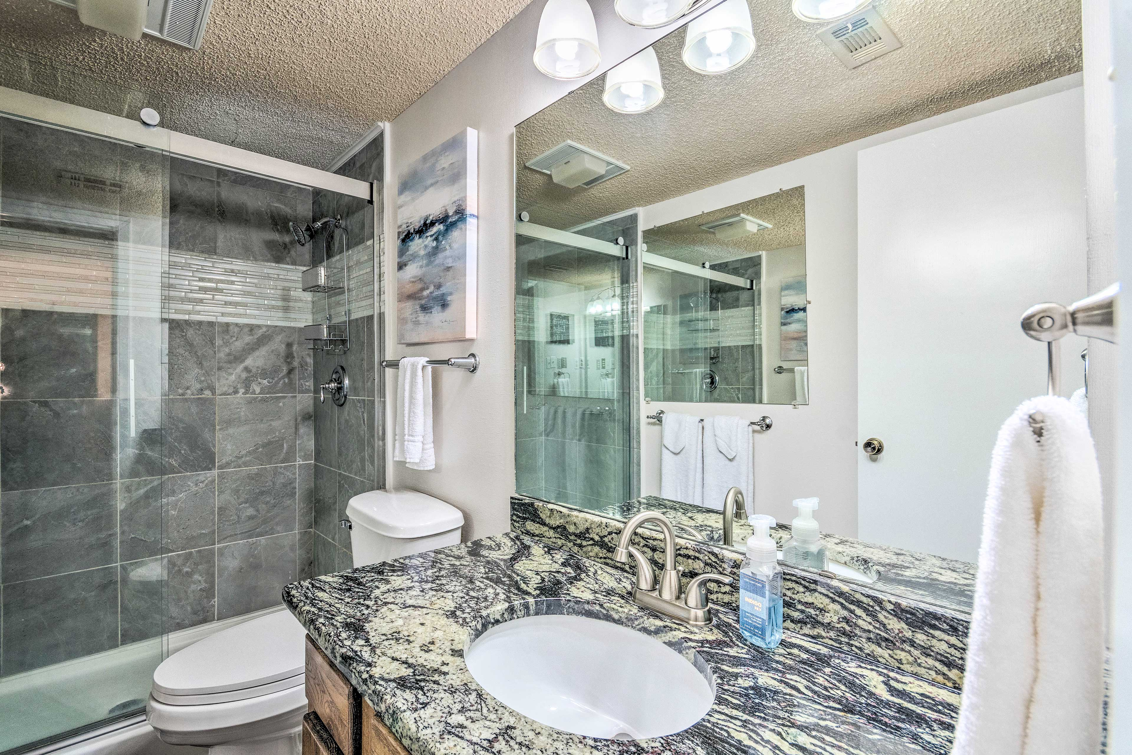 Recently remodeled, this full bath contains brand new fixtures.