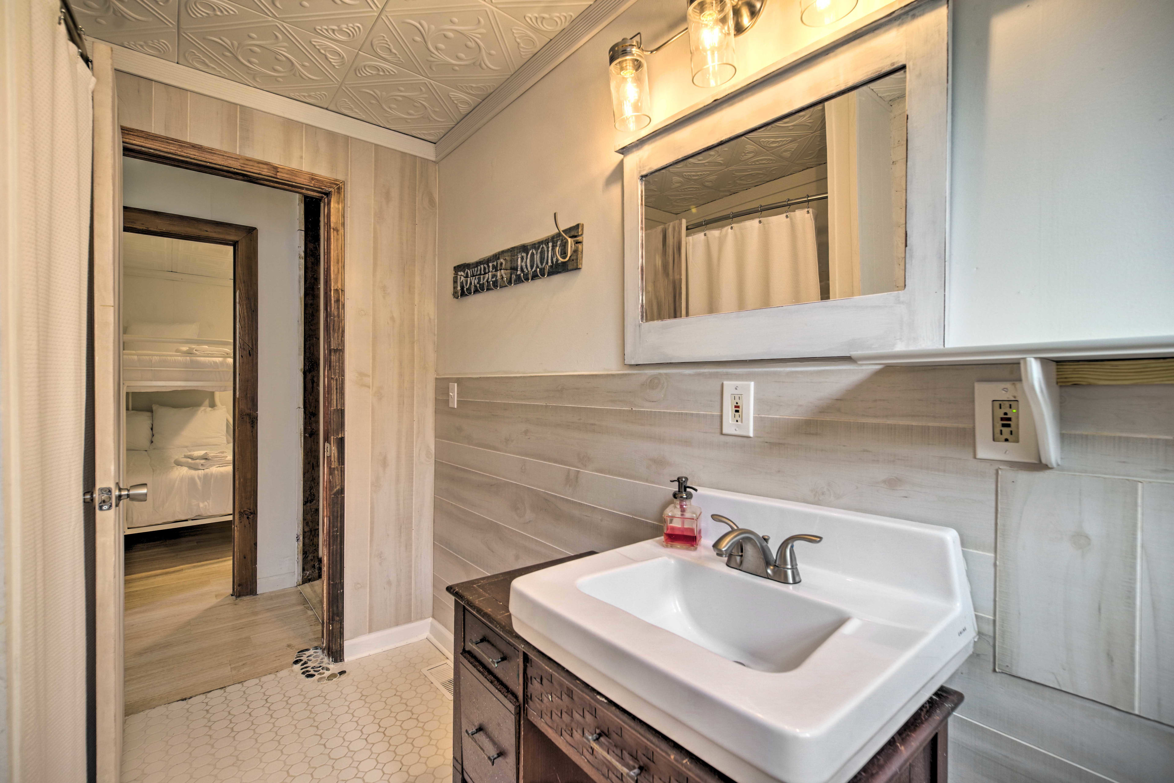 There is 1 full bathroom in this home.