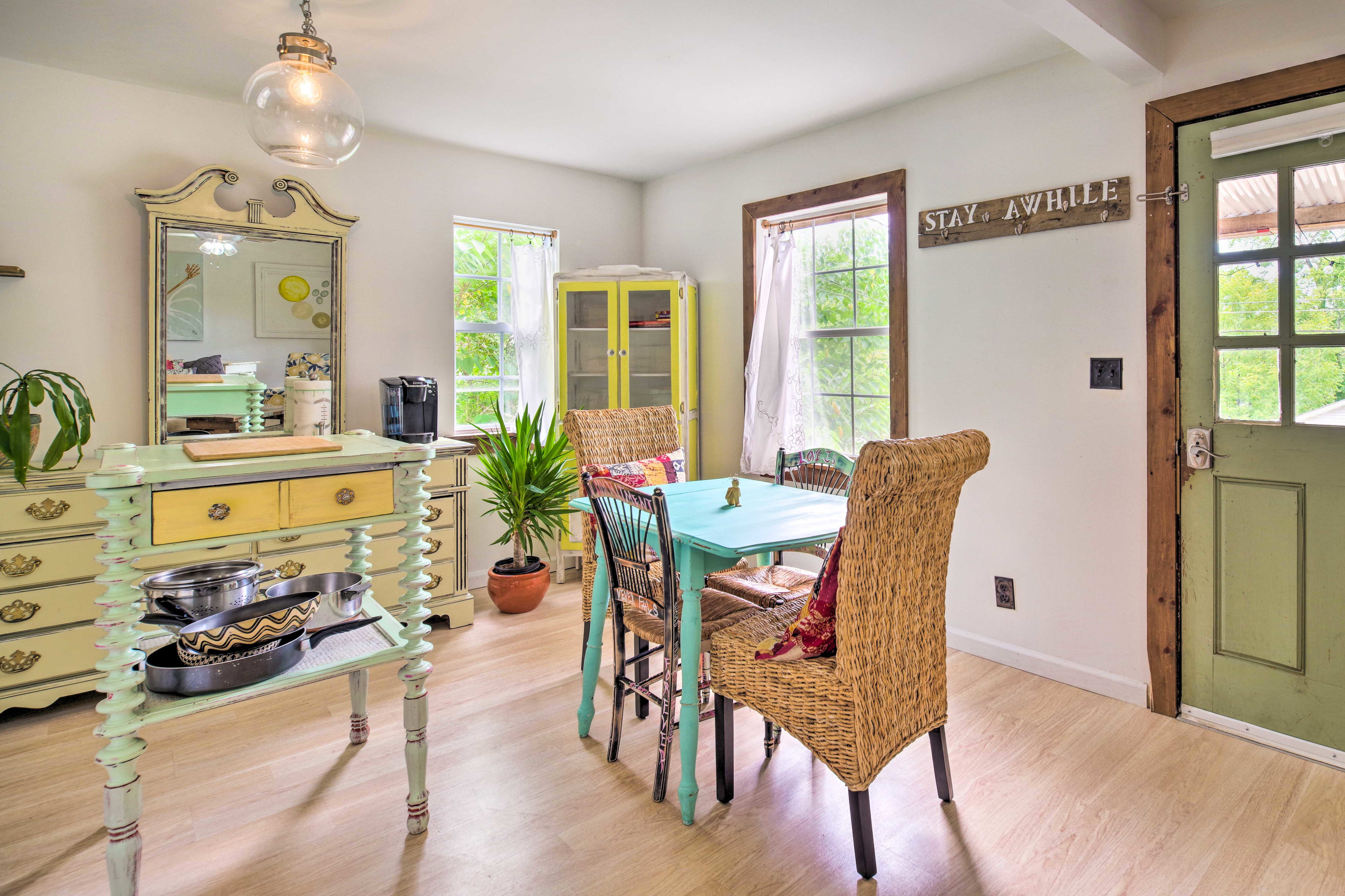 Dine together at the 4-person table.