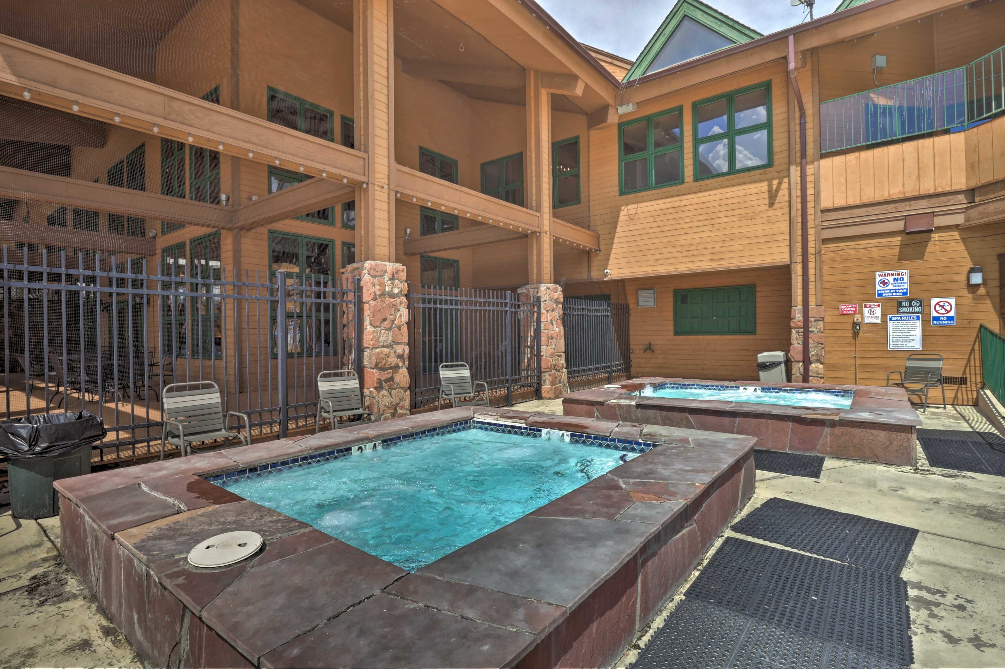 Outside, there are 2 additional hot tubs.