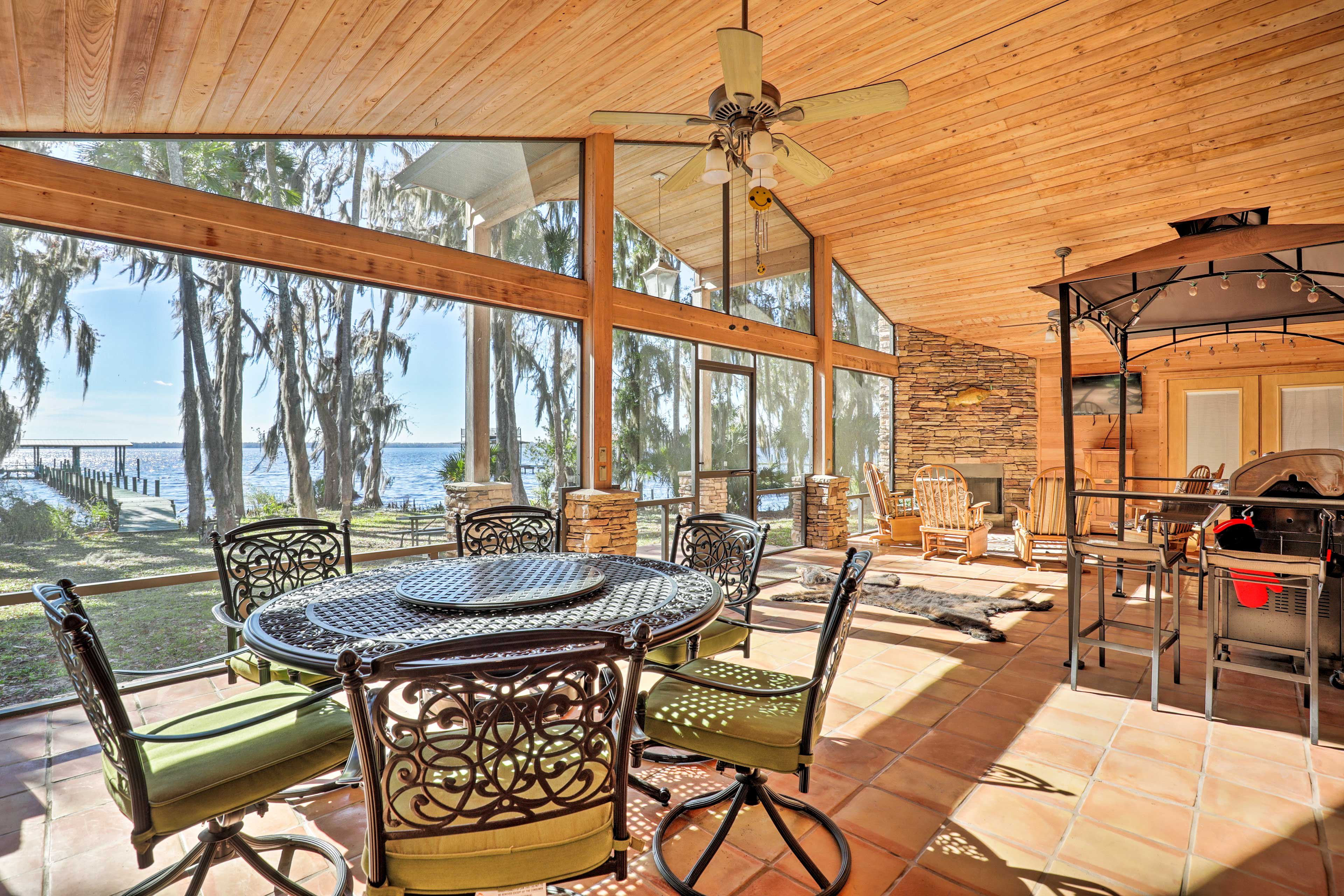 Bring friends and family along to this luxury 8-person vacation rental house!