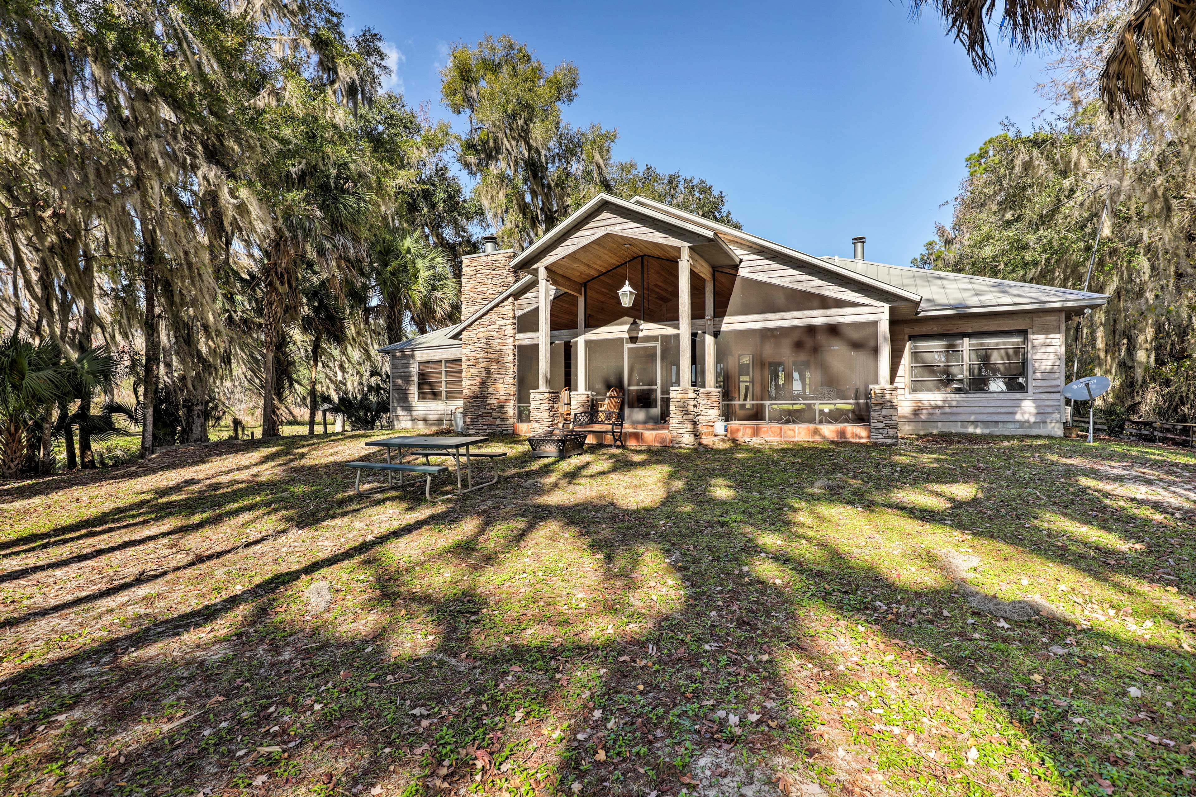 This 3-bedroom, 2.5-bathroom Welaka property is located right on St Johns River!