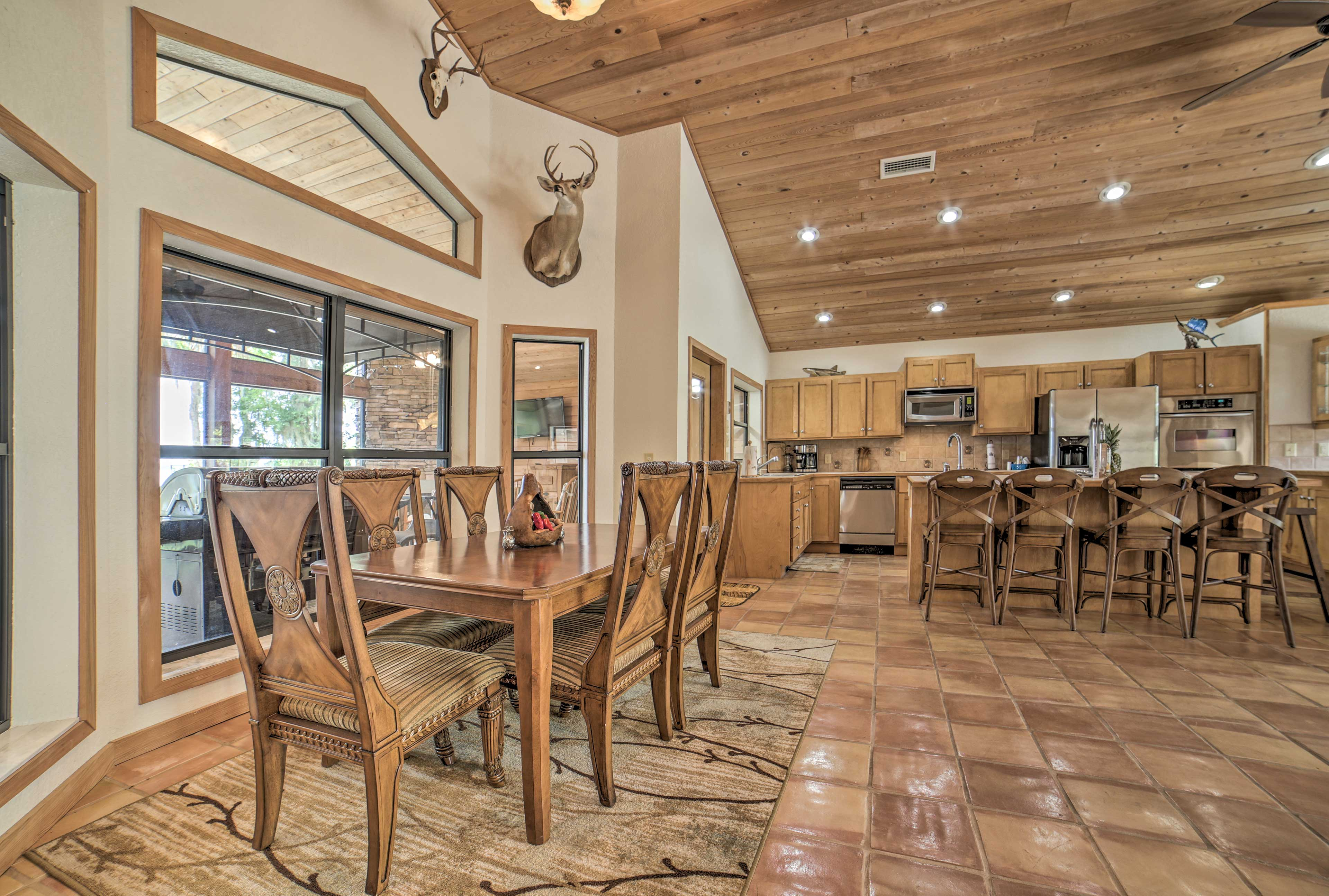 Dine together at the 6-person table.