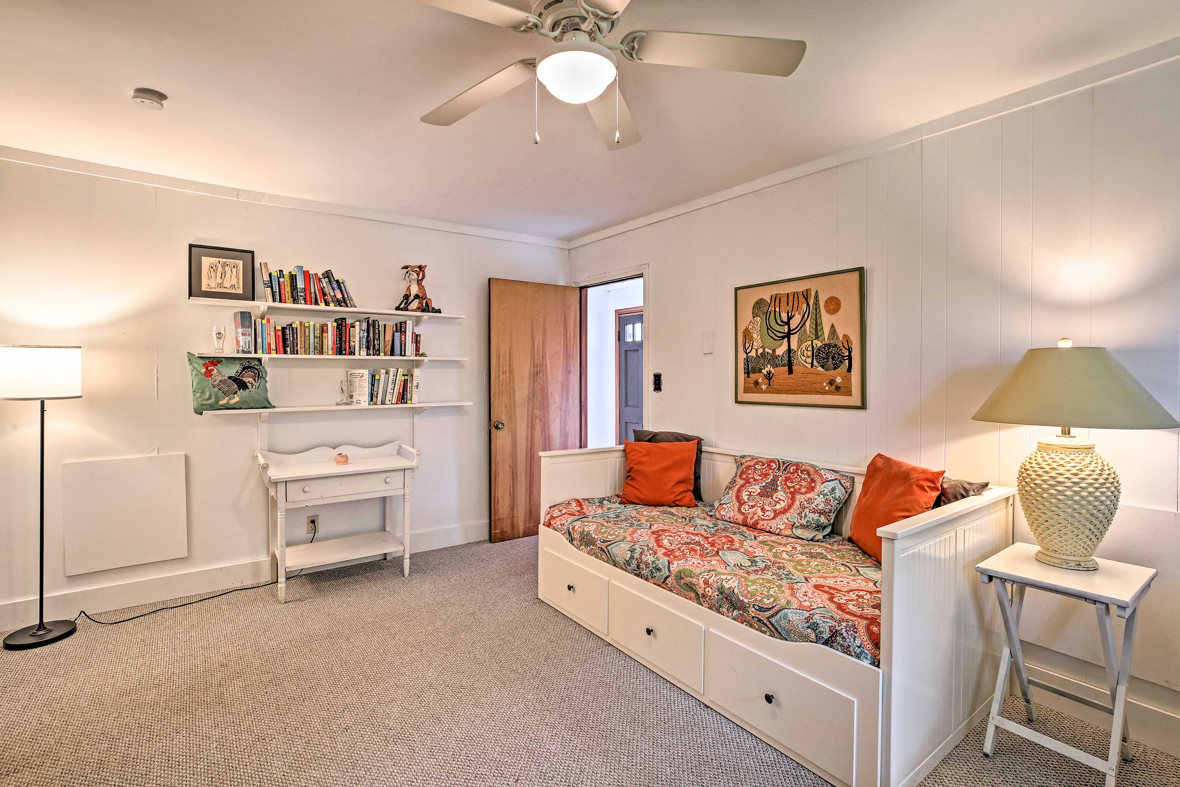 The room is home to 2 twin daybeds and a flat-screen TV.