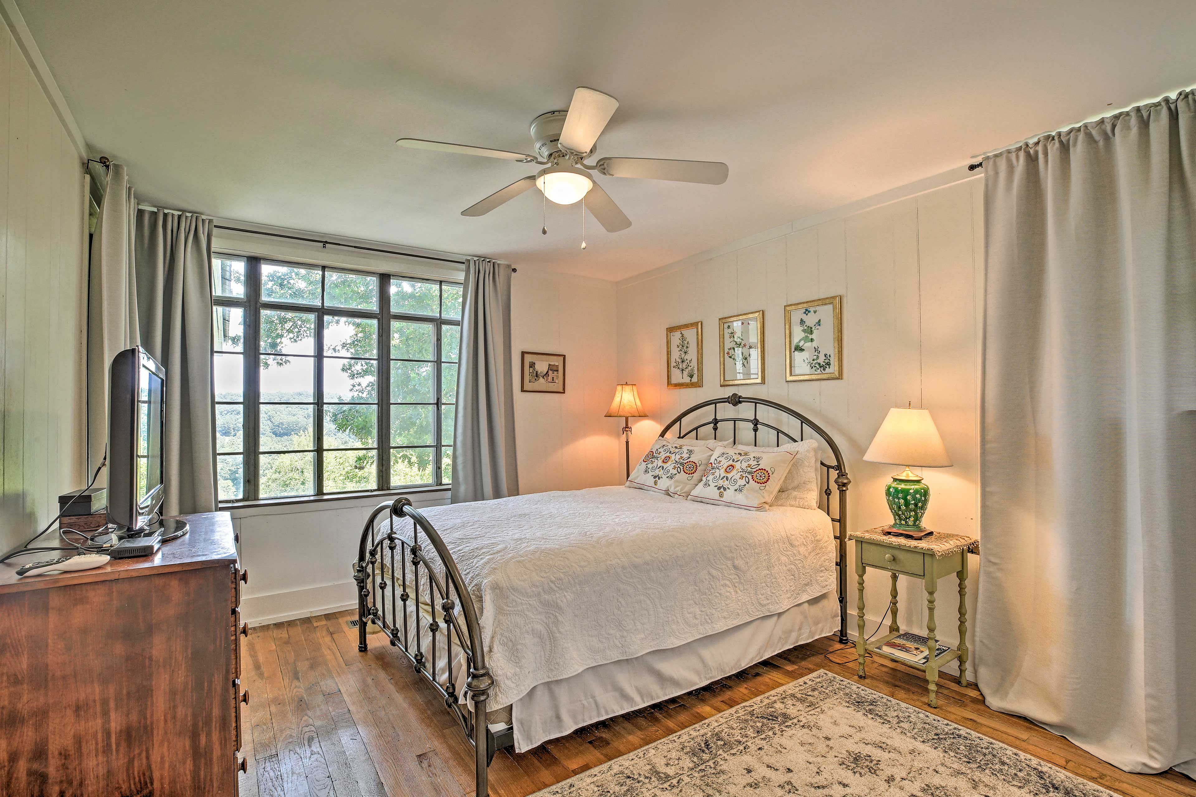 A queen bed and flat-screen TV complete this room.