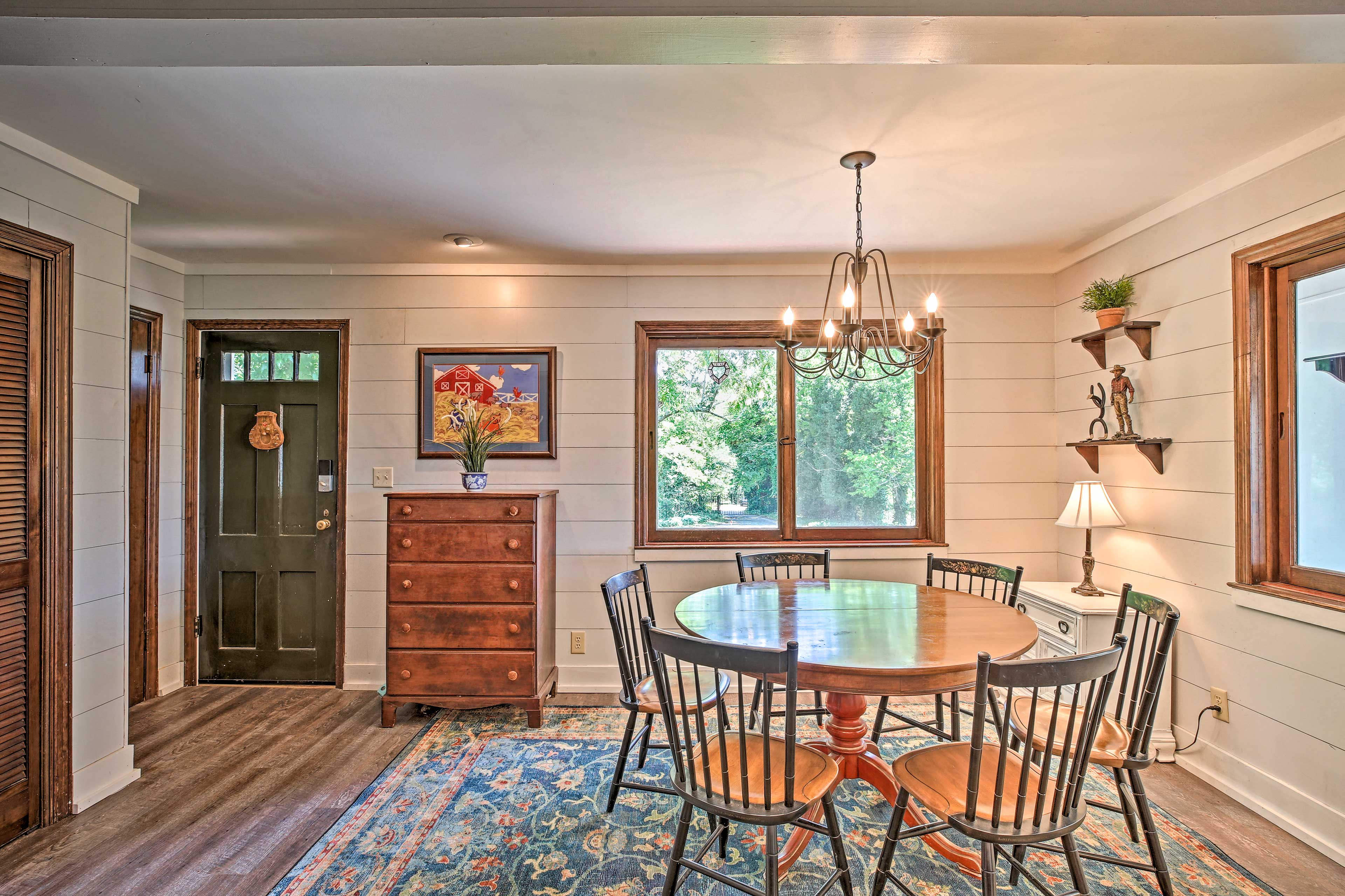 Escape to this charming and beautifully decorated vacation rental home!