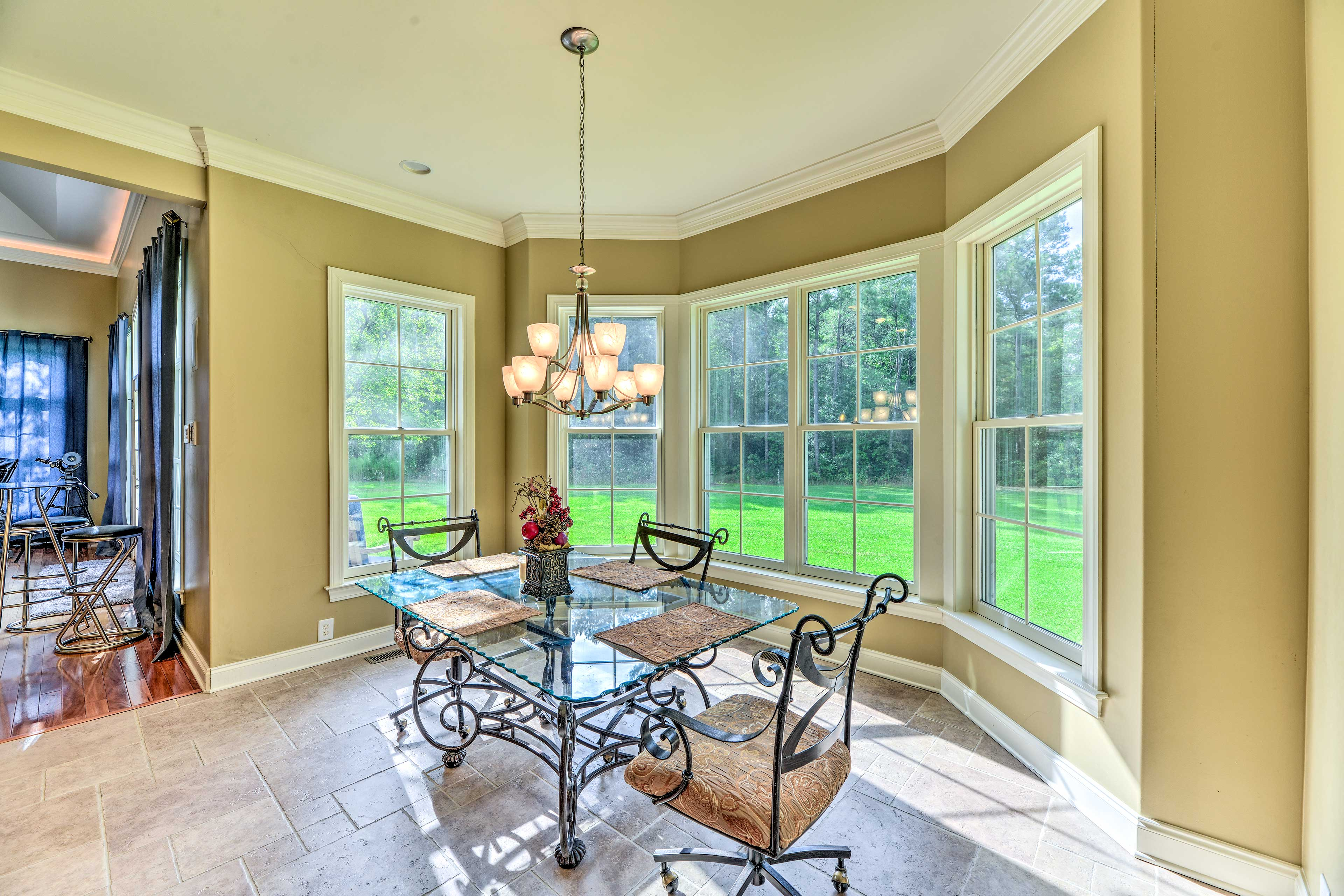 Enjoy meals at the kitchen table overlooking the pristine yard.