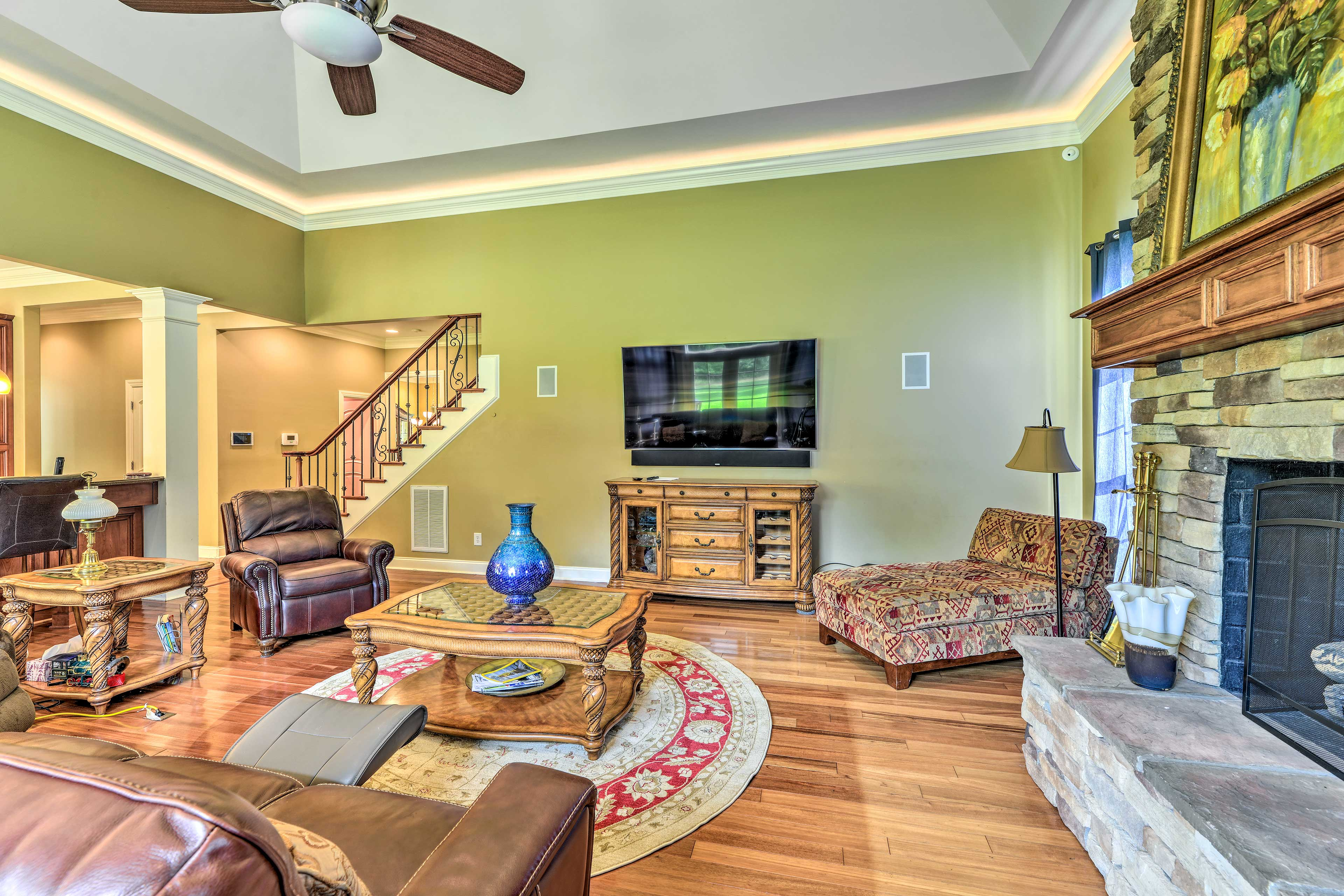 The living room includes a flat-screen TV and fireplace.