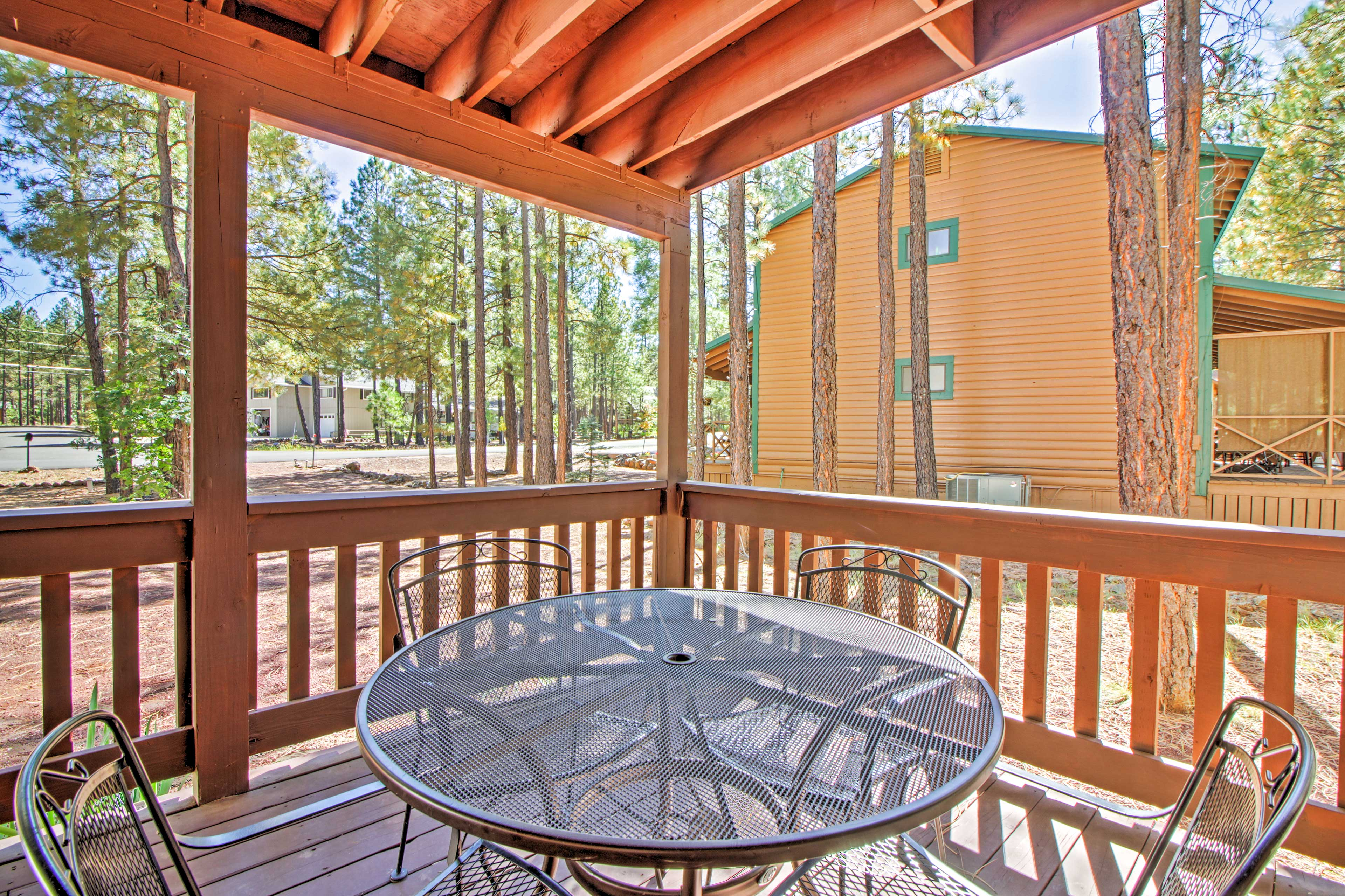 Pinetop adventures and amenities await!