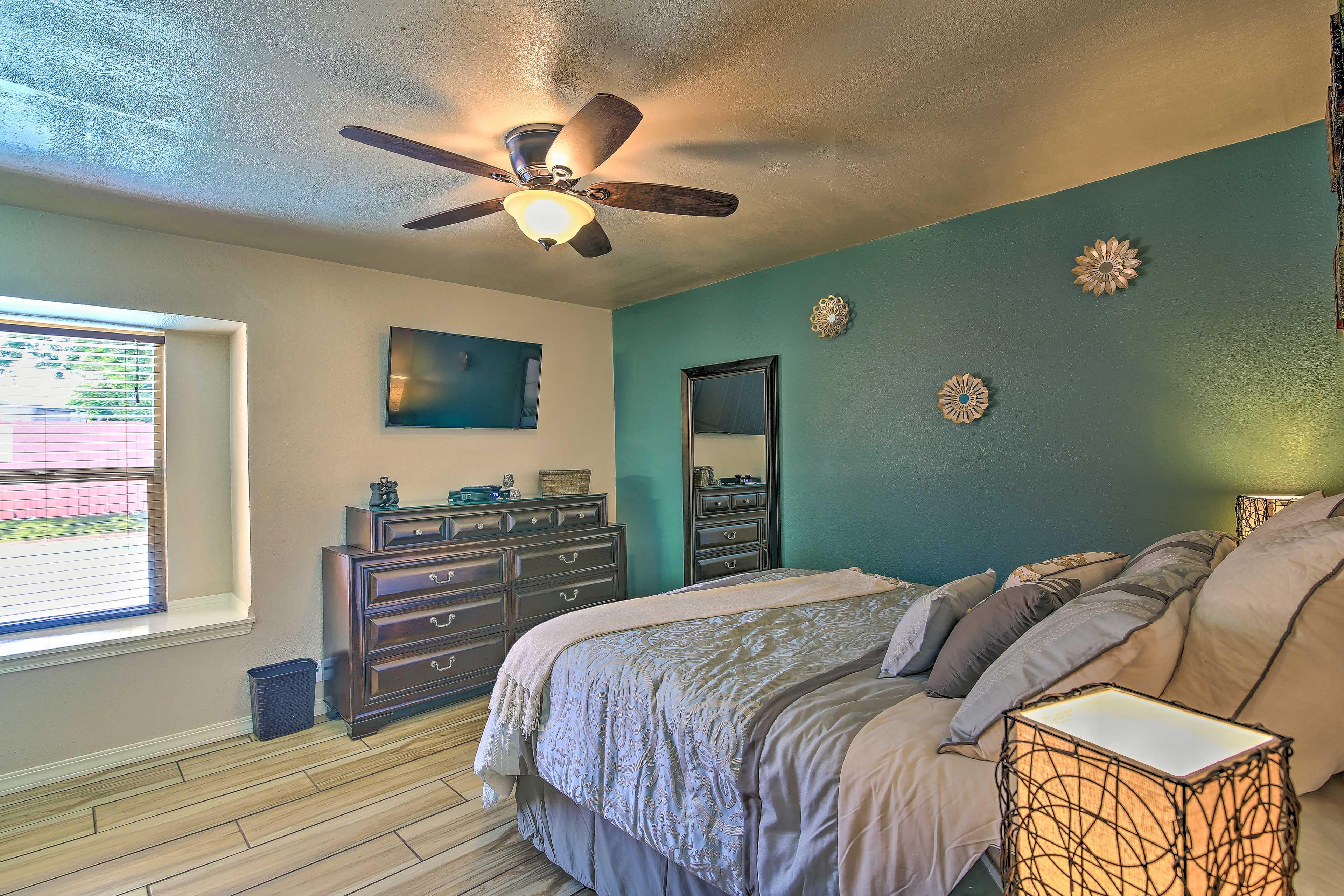 All 4 bedrooms include flat-screen Smart TVs.