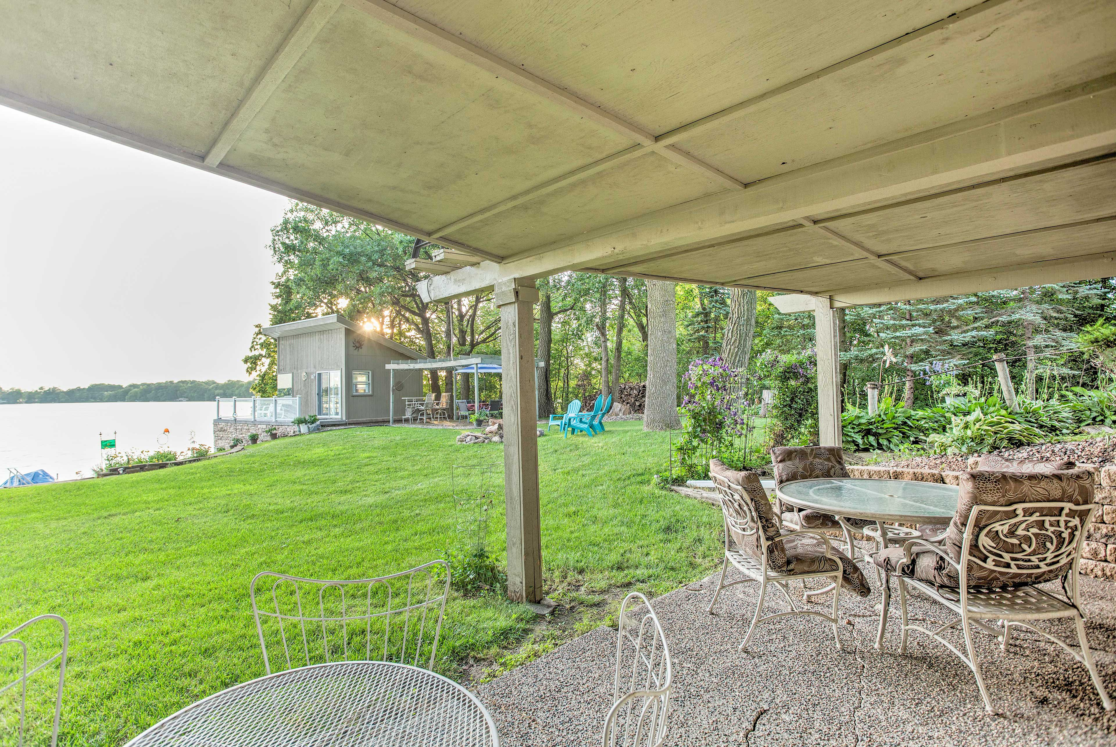 The house features a furnished patio with 2 4-person tables!