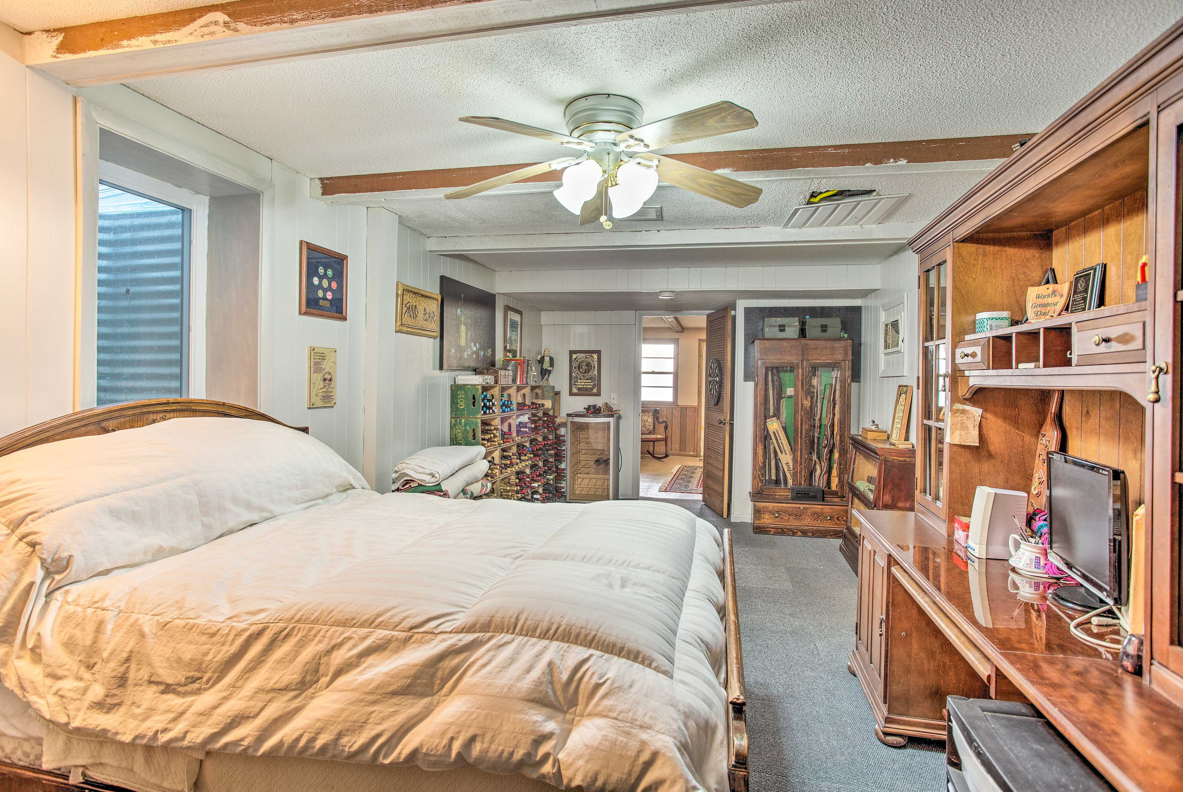 The spacious bedroom hosts a full bed and a flat-screen TV.