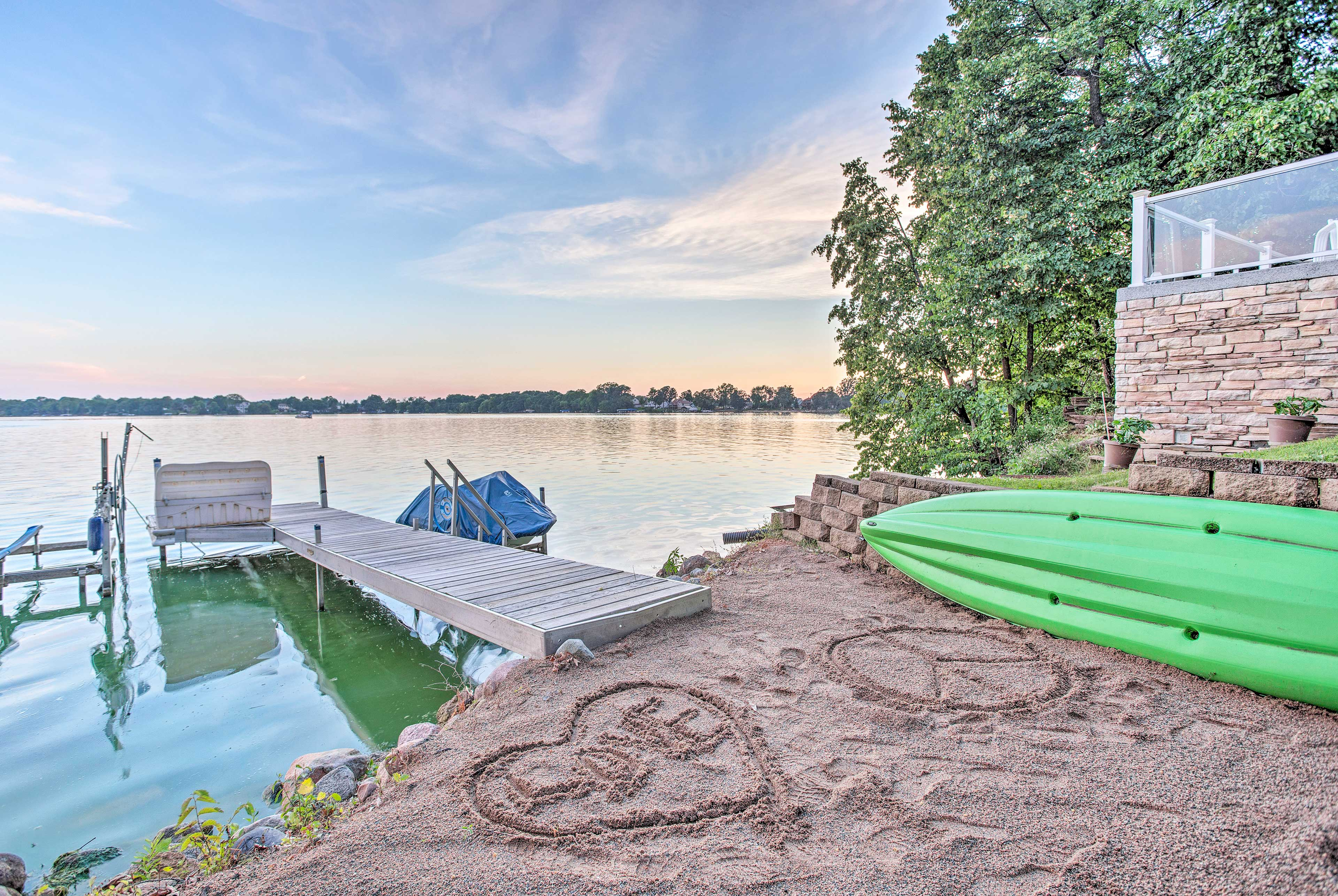 Tie up your boat on the dock for easy access to fishing, boating and swimming!