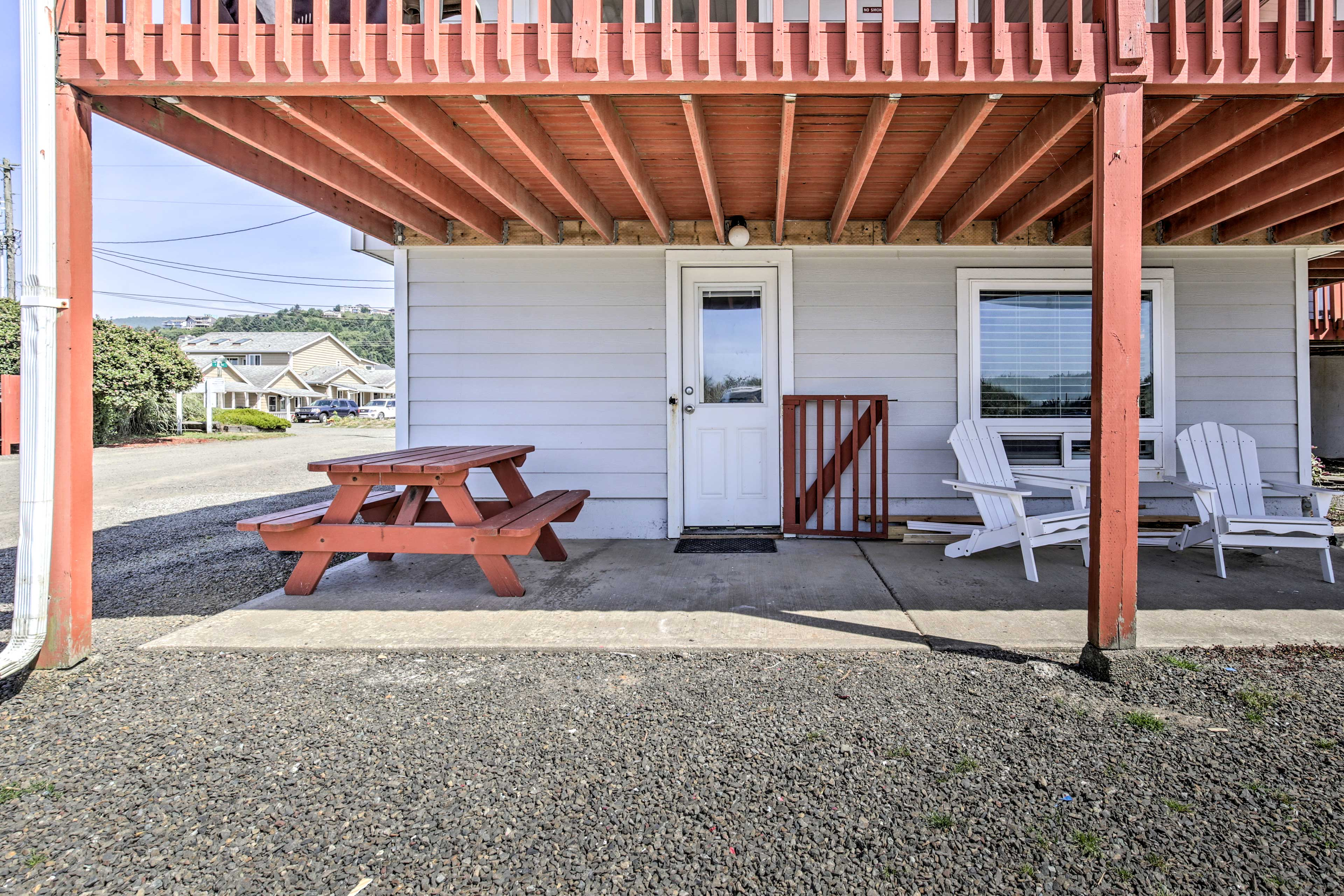 The first-floor unit boasts a shaded patio with a picnic table an chairs.