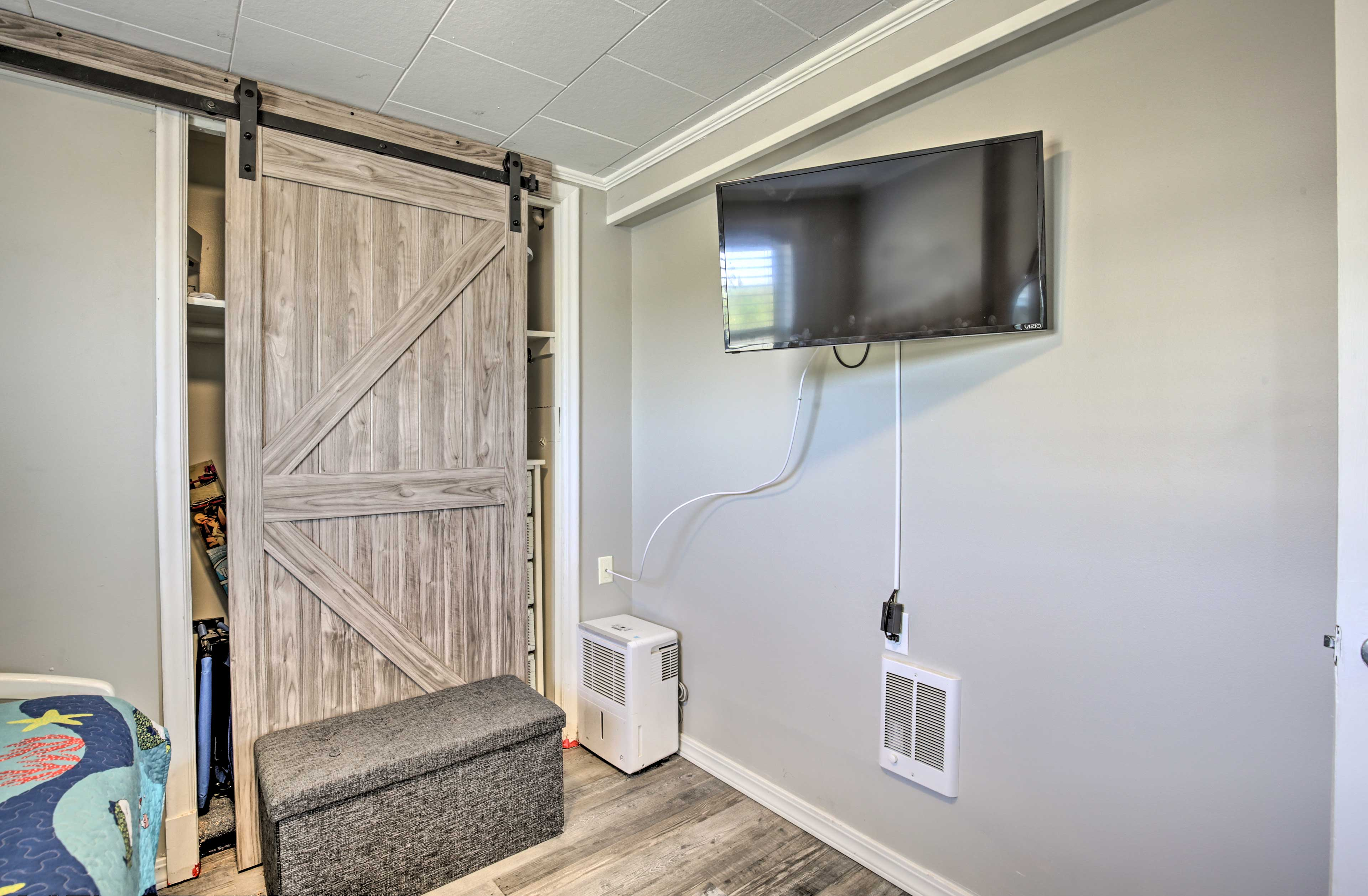 Both bedrooms boast their own flat-screen Smart TVs with cable.