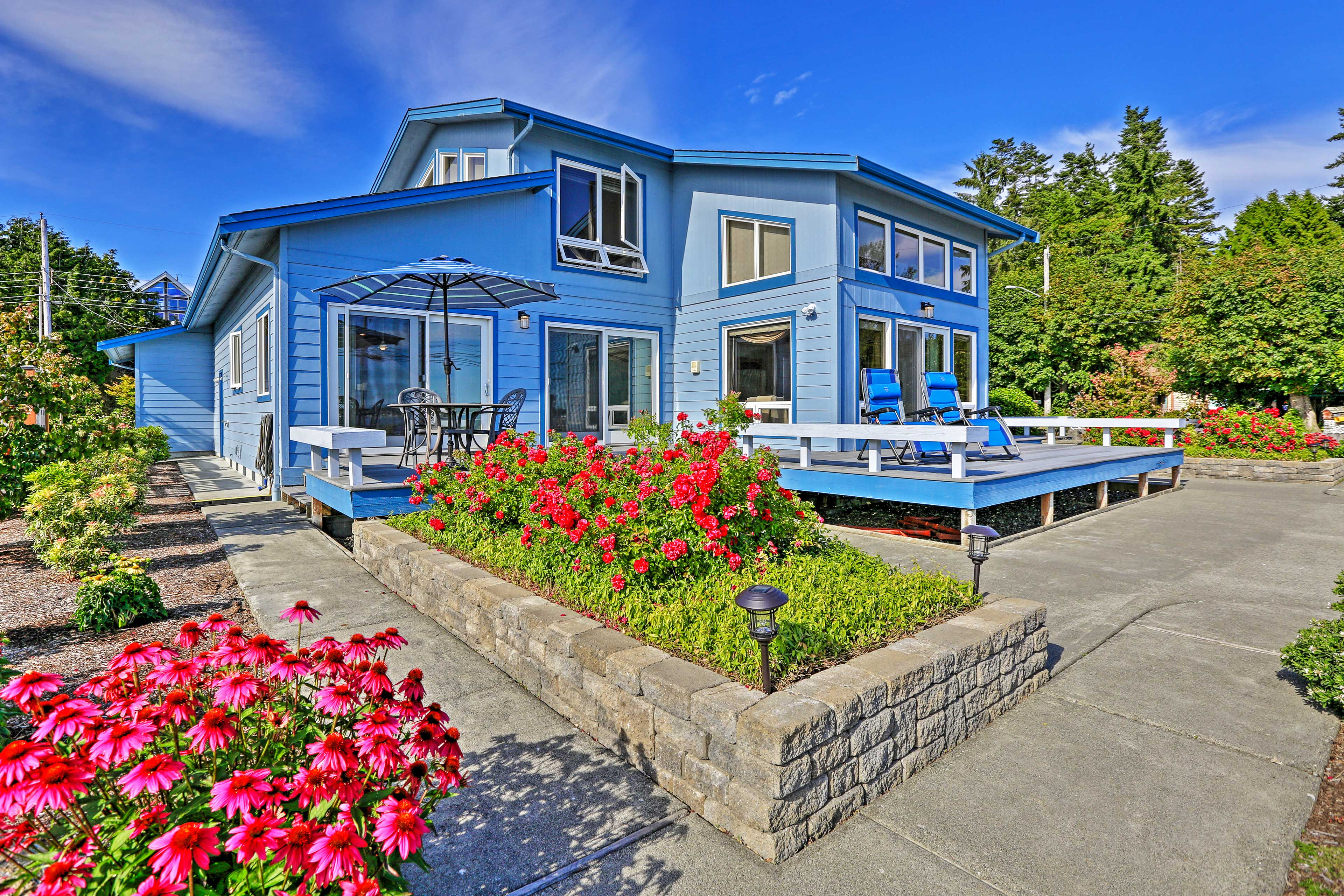 This 3-bed vacation rental sleeps 10 for a Pacific Northwest getaway!