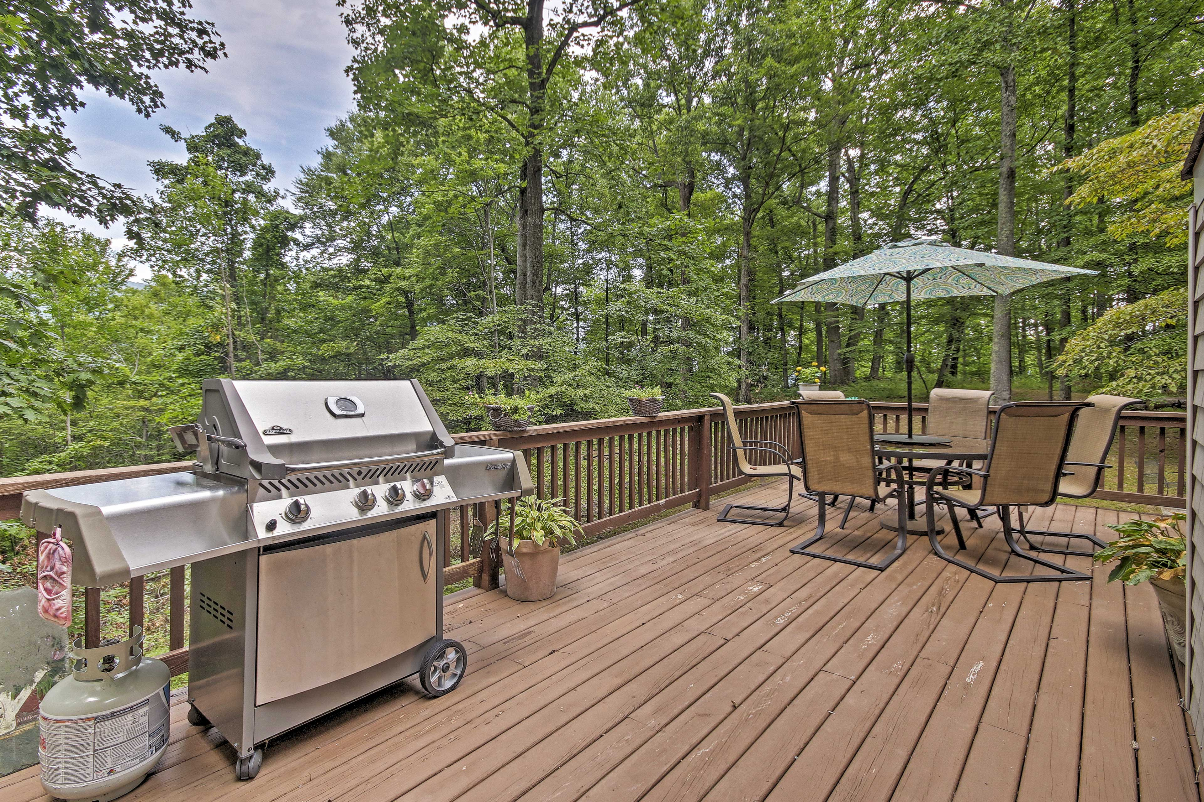 Be the grillmaster you've always wanted to be with this massive grill.