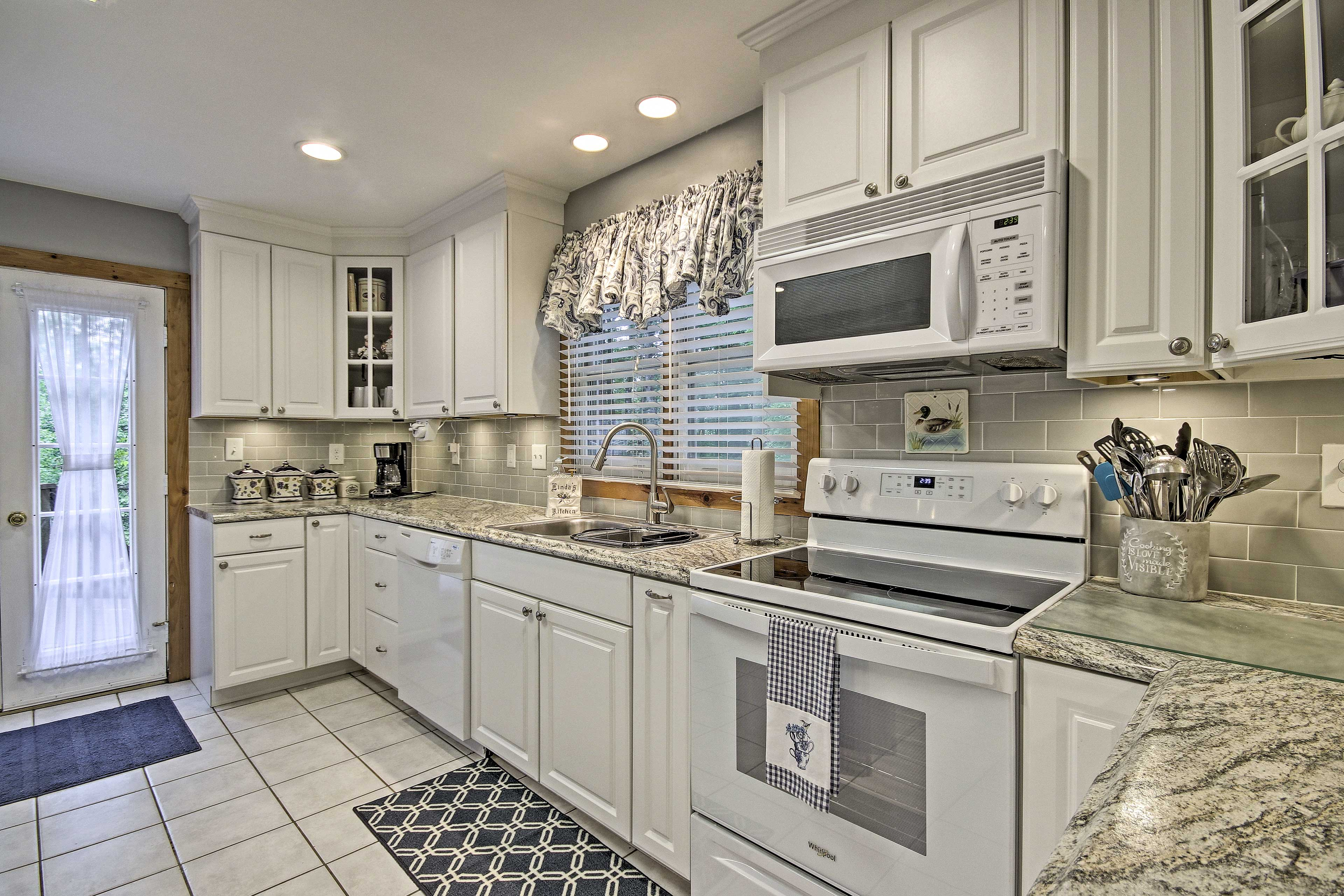 This fully loaded kitchen has everything you'll need to make a masterful meal.