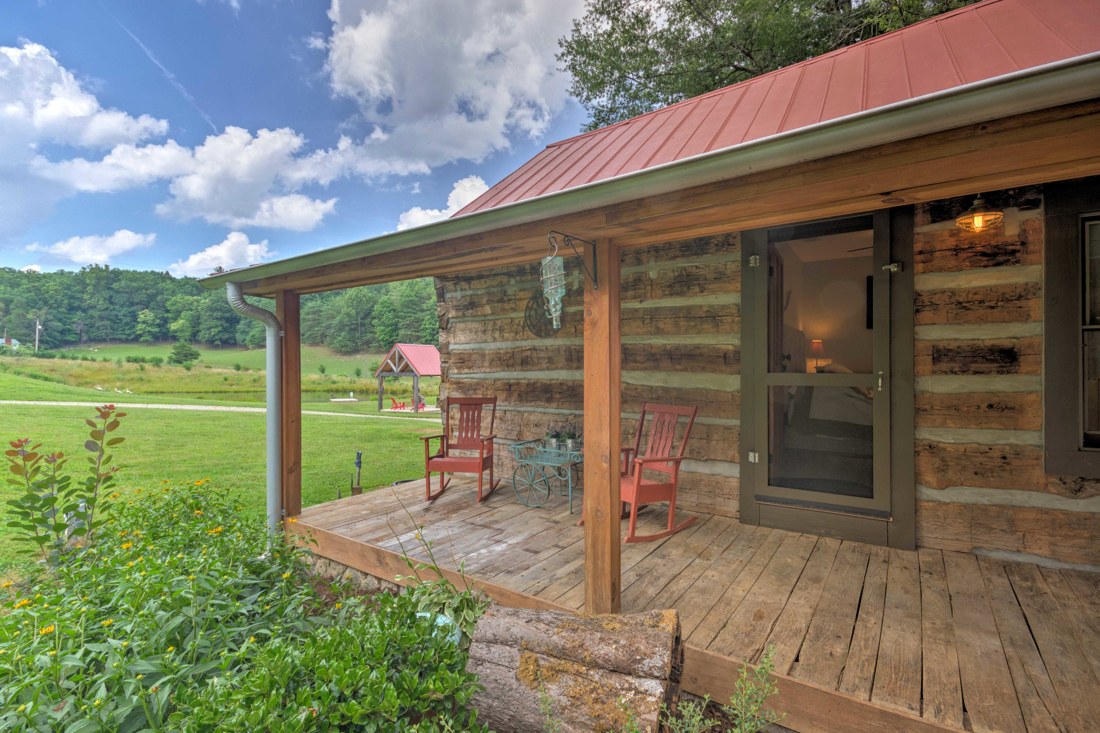 The 1,100-square-foot cabin sits on a working alpaca ranch.