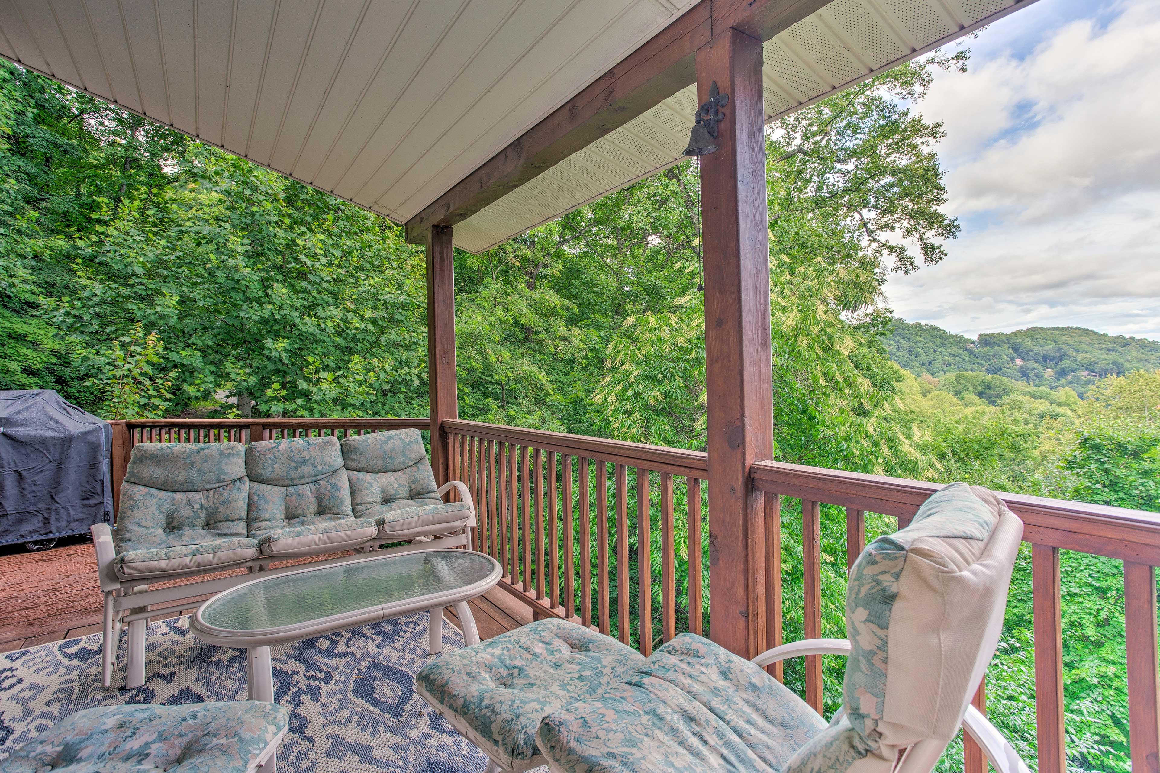Wraparound Deck | Mountain Views