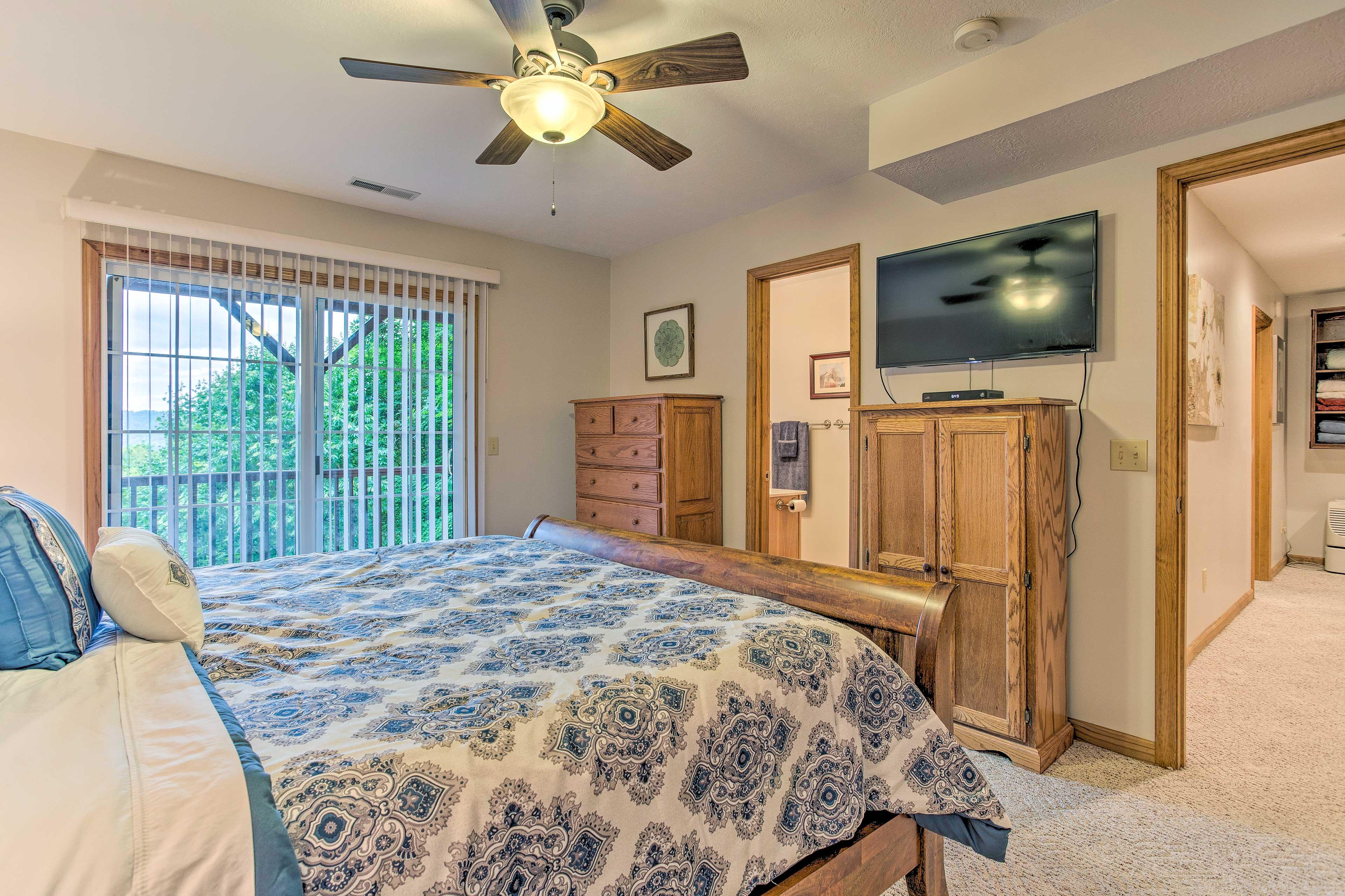 Master Bedroom | Cable TV | En-Suite Bathroom