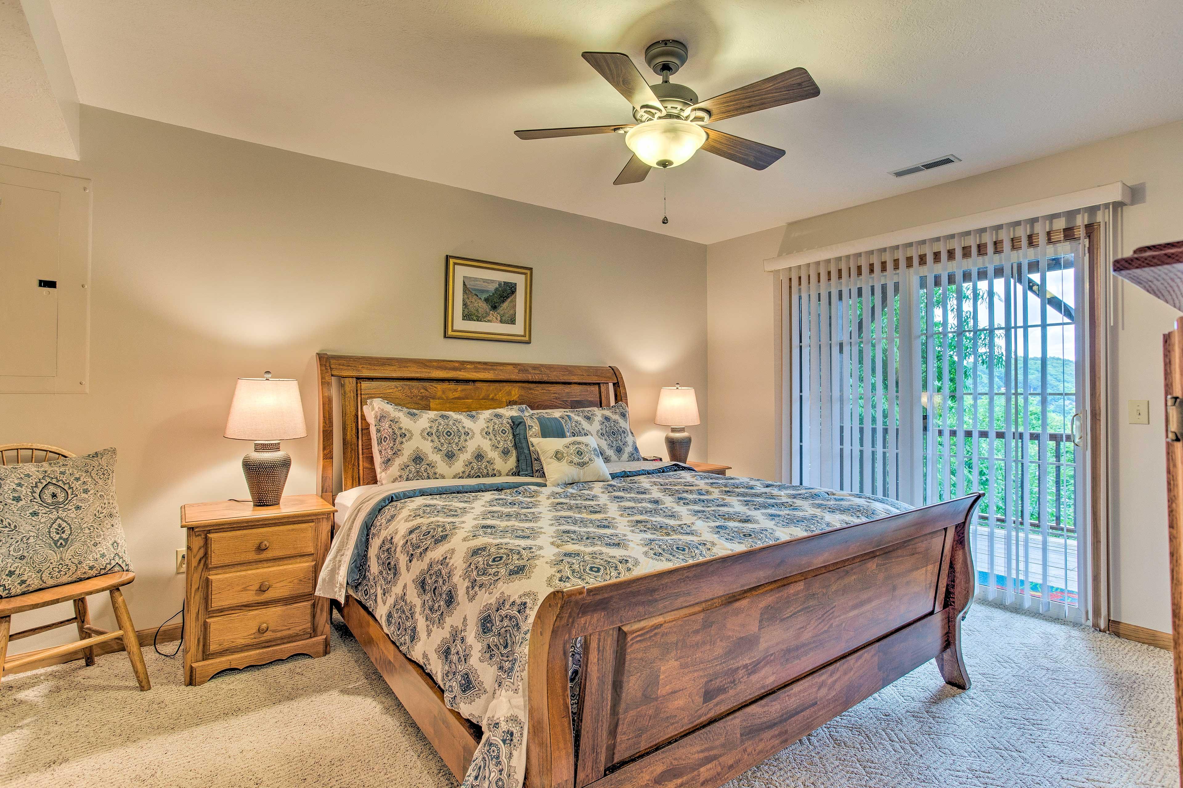 Master Bedroom | King Bed | Linens Provided